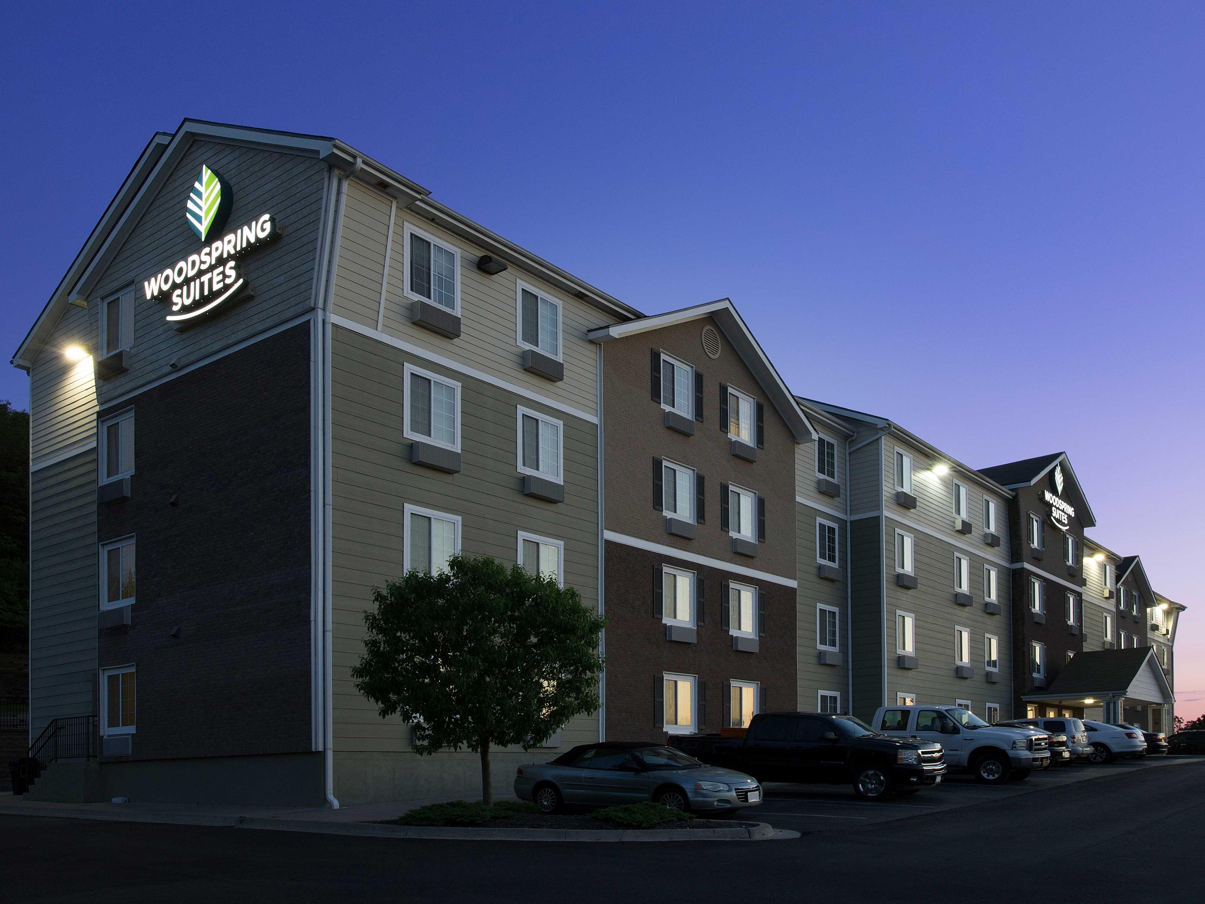 WoodSpring Suites Kansas City Mission image 3