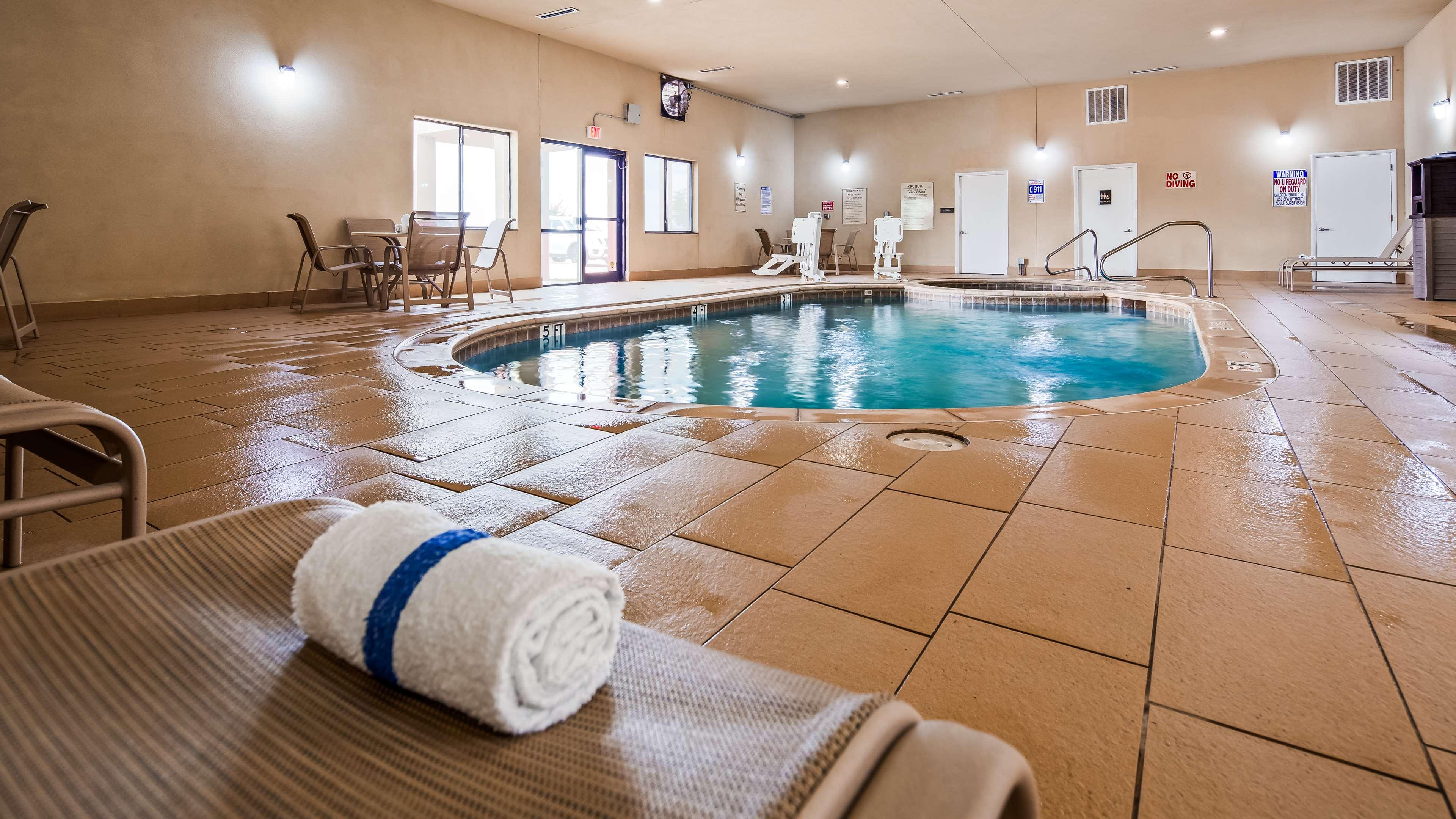 Best Western Plus Texoma Hotel & Suites image 8