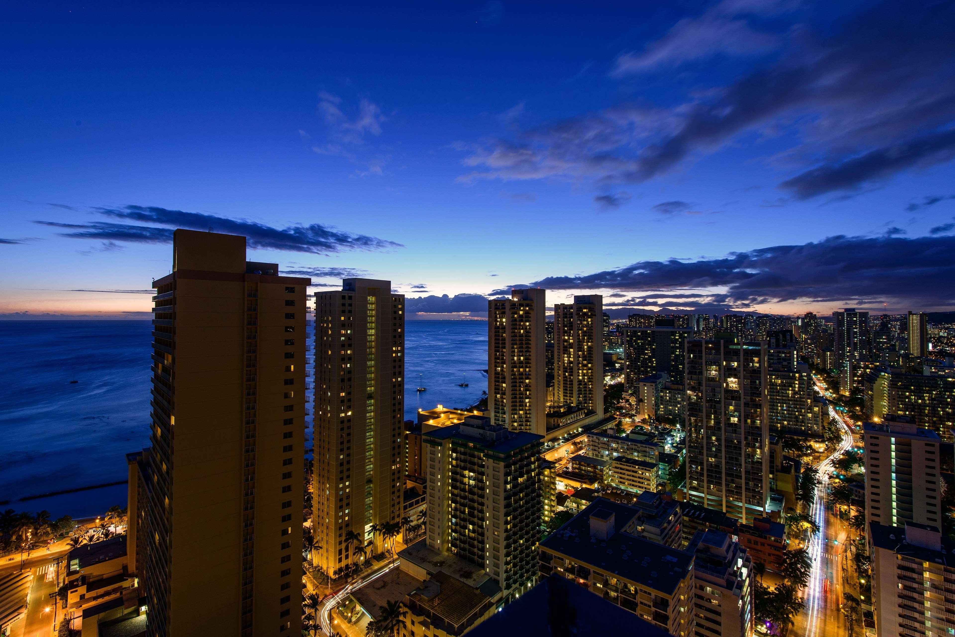Hilton Waikiki Beach image 25