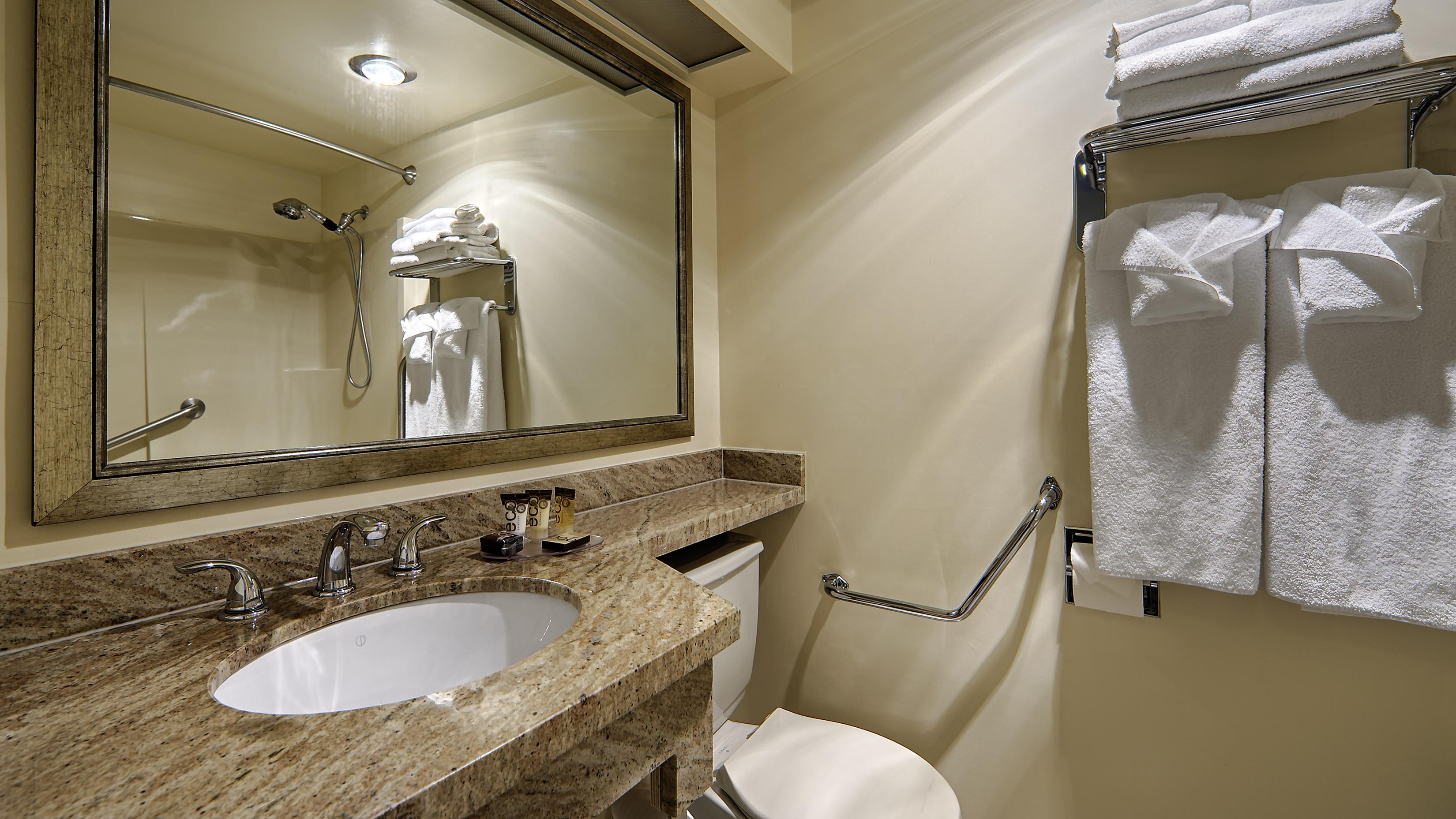 Best Western Cowichan Valley Inn in Duncan: Guest Bathroom
