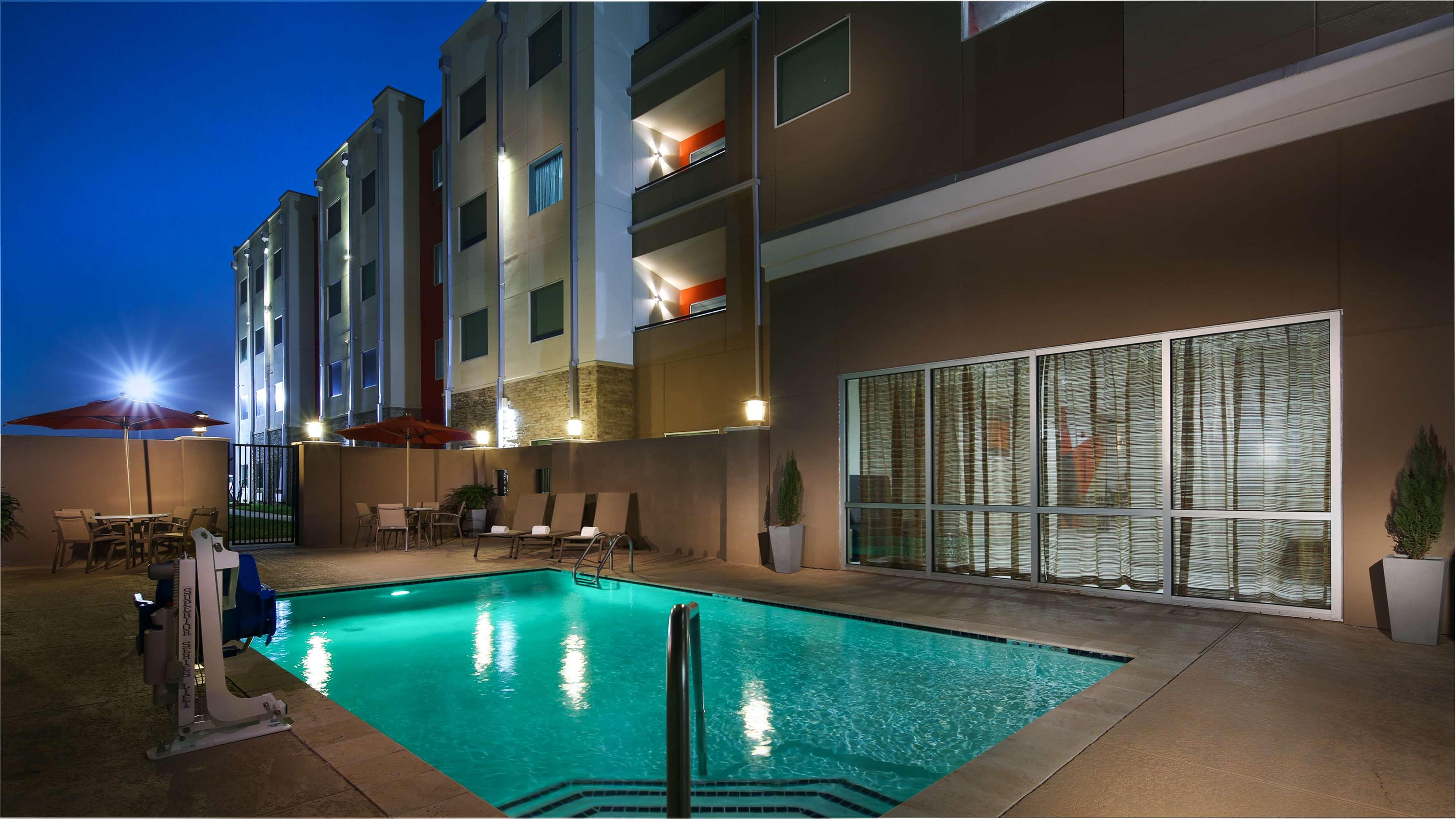 Best Western Plus Executive Residency Baytown image 13