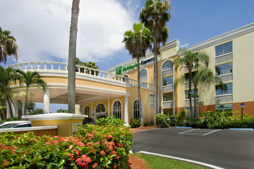 Holiday Inn Express Miami Airport Doral Area image 1