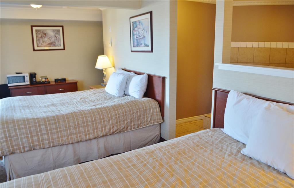 Canadas Best Value Inn in Kamloops: Two Queen Beds Jacuzzi