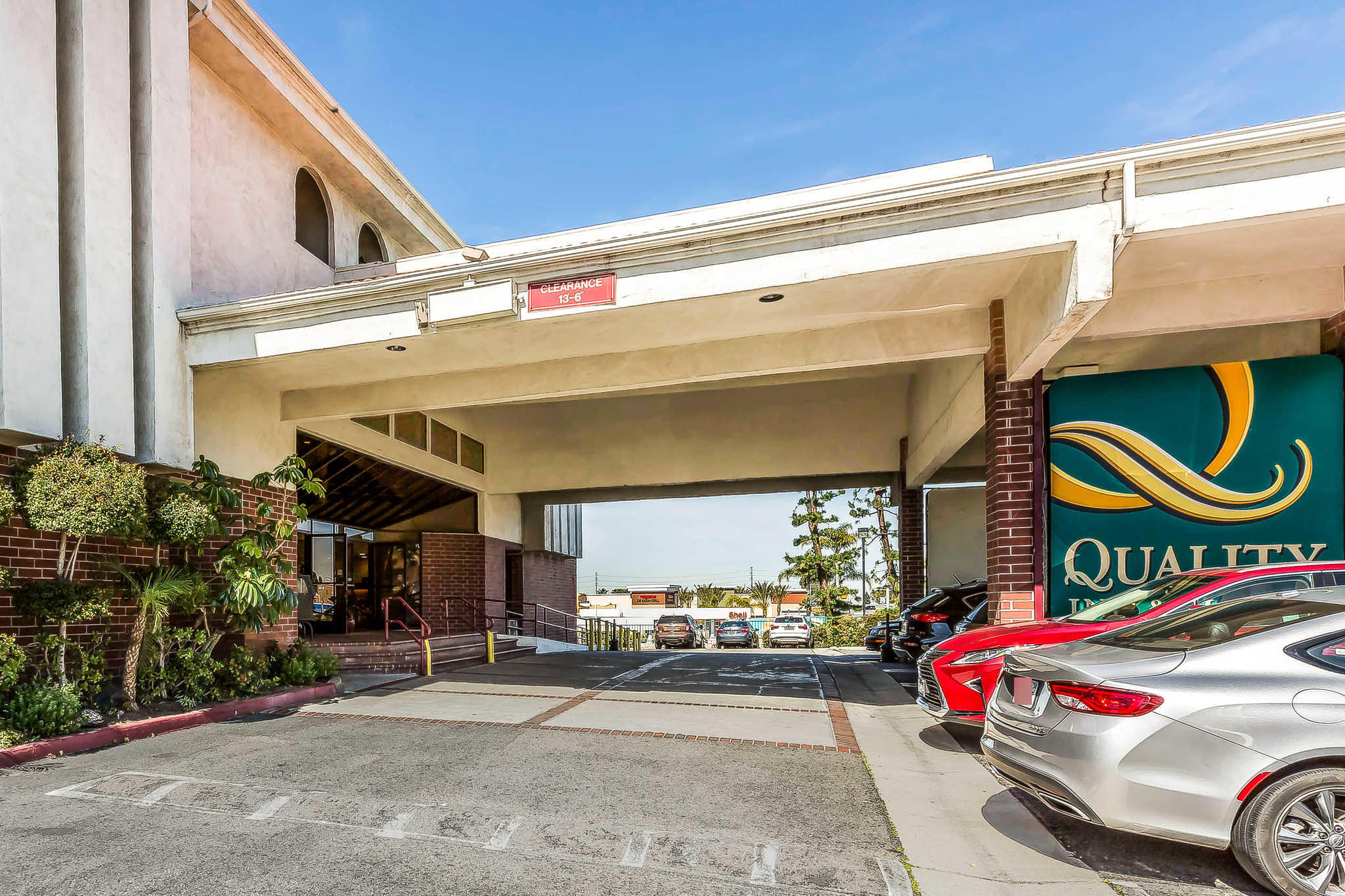 Quality Inn & Suites Irvine Spectrum image 3