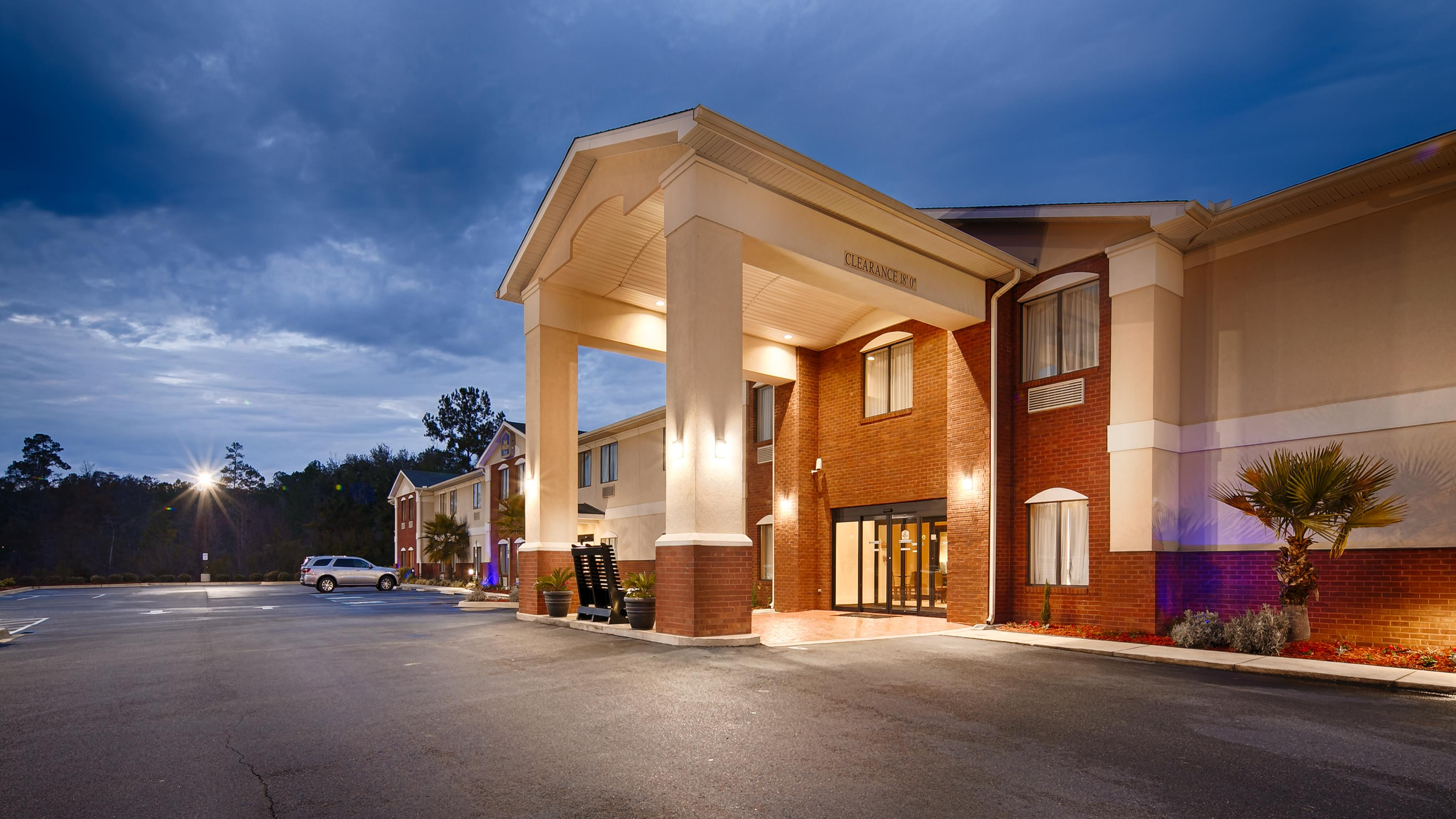 Country Inn & Suites by Radisson, Midway, FL image 4