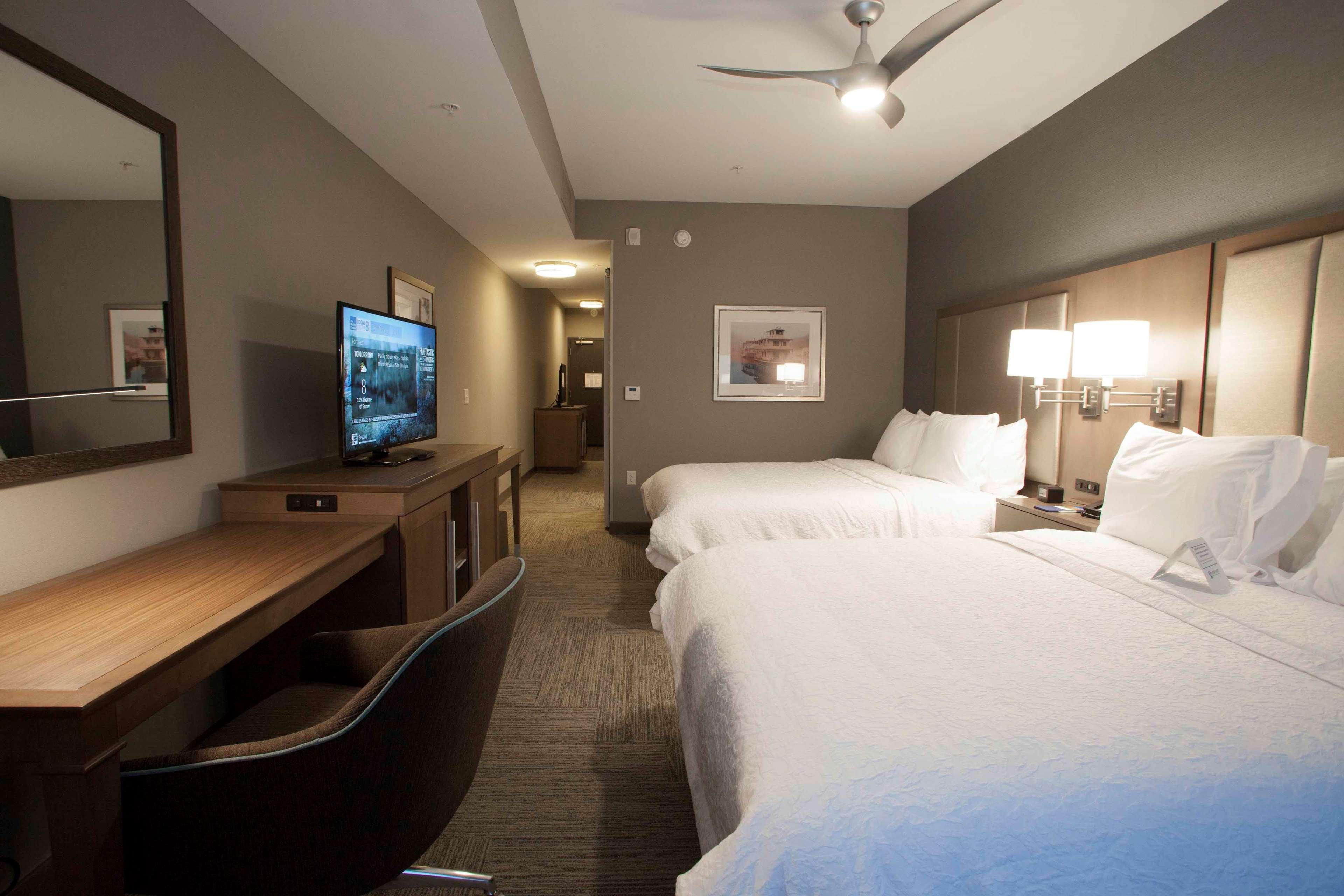 Hampton Inn & Suites Downtown St. Paul image 49