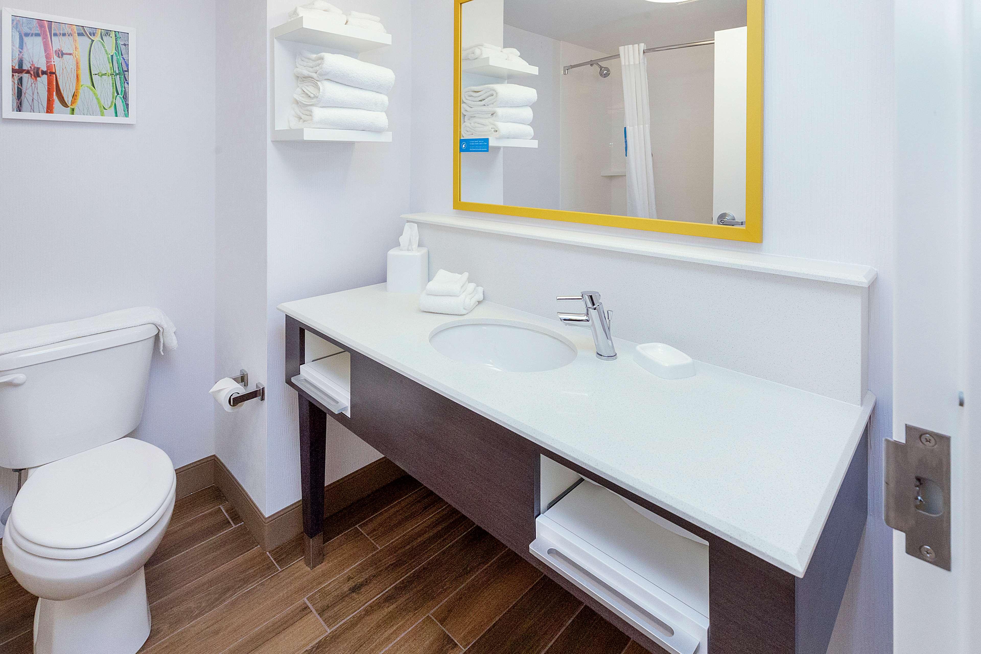 Hampton Inn & Suites Morgantown / University Town Centre image 15