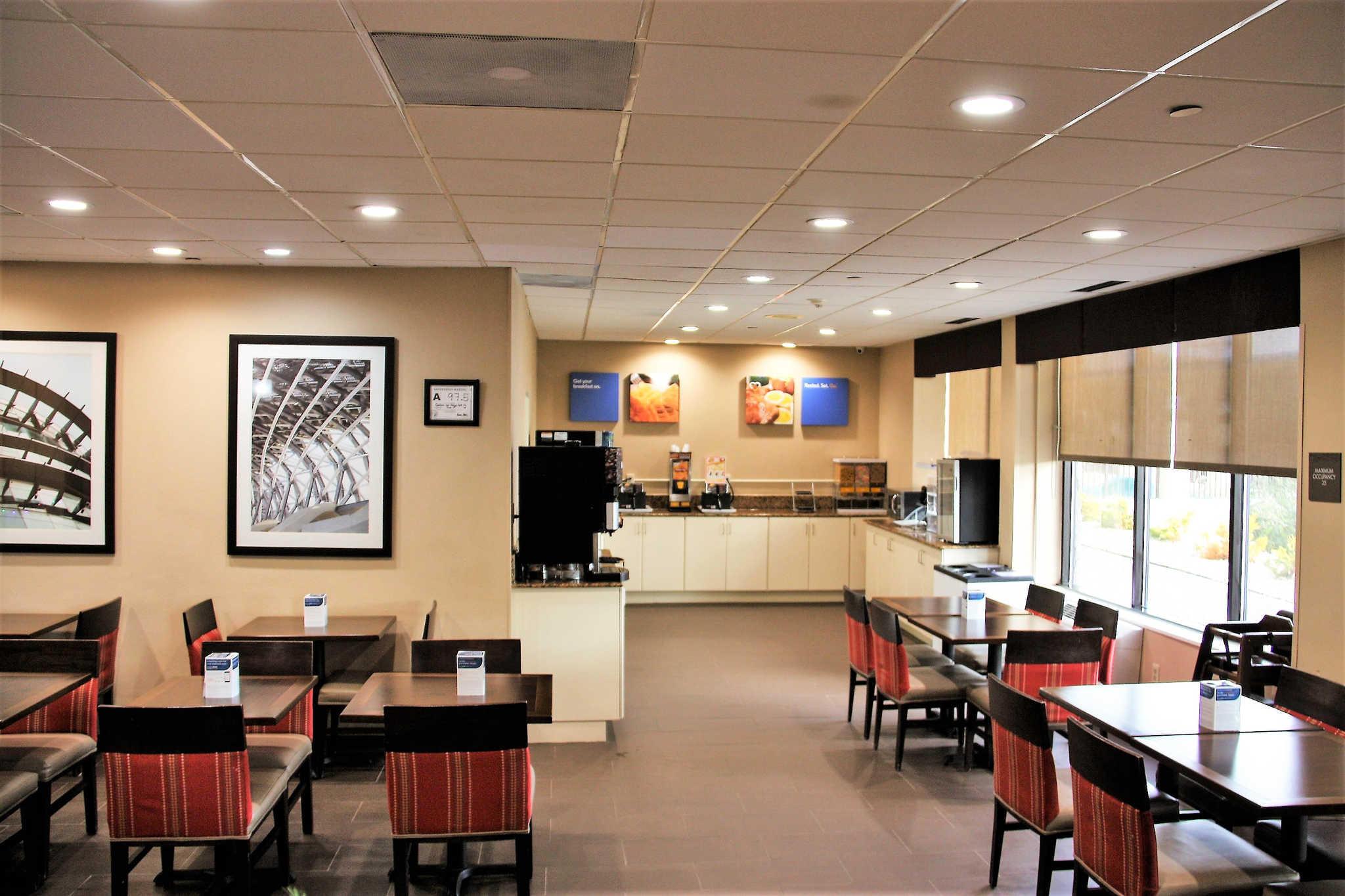Comfort Inn & Suites Duke University-Downtown image 25