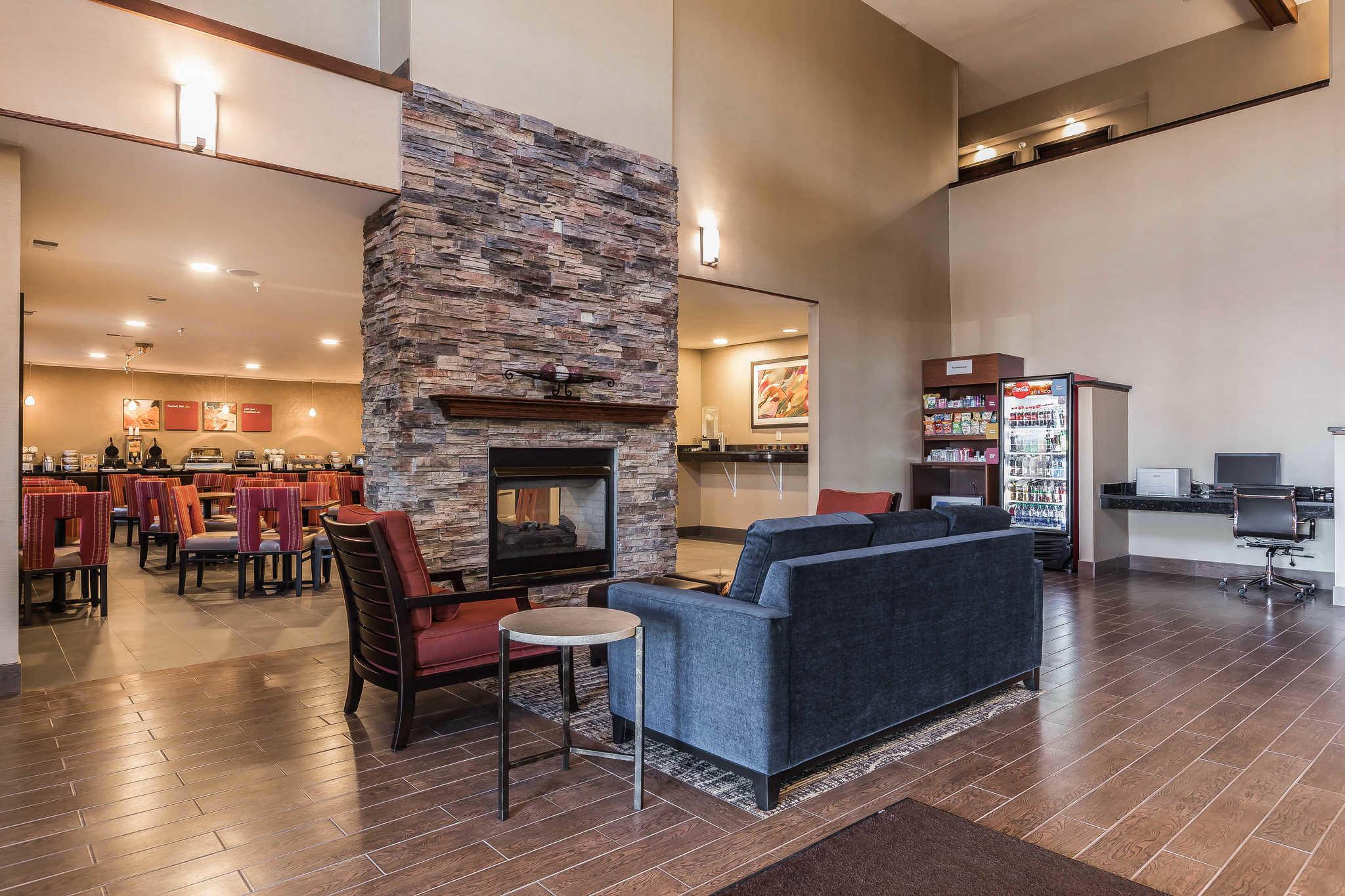 Comfort Suites North image 24