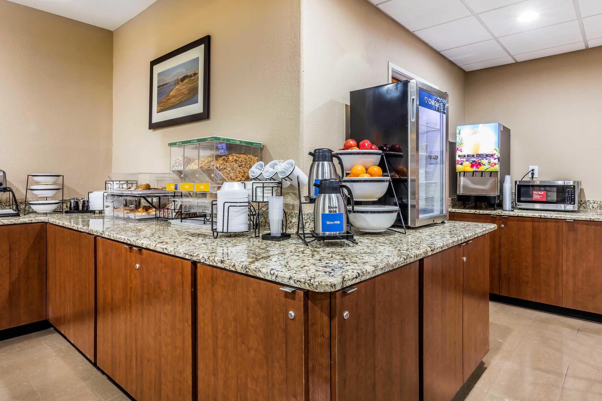 Comfort Inn & Suites Airport-American Way image 22