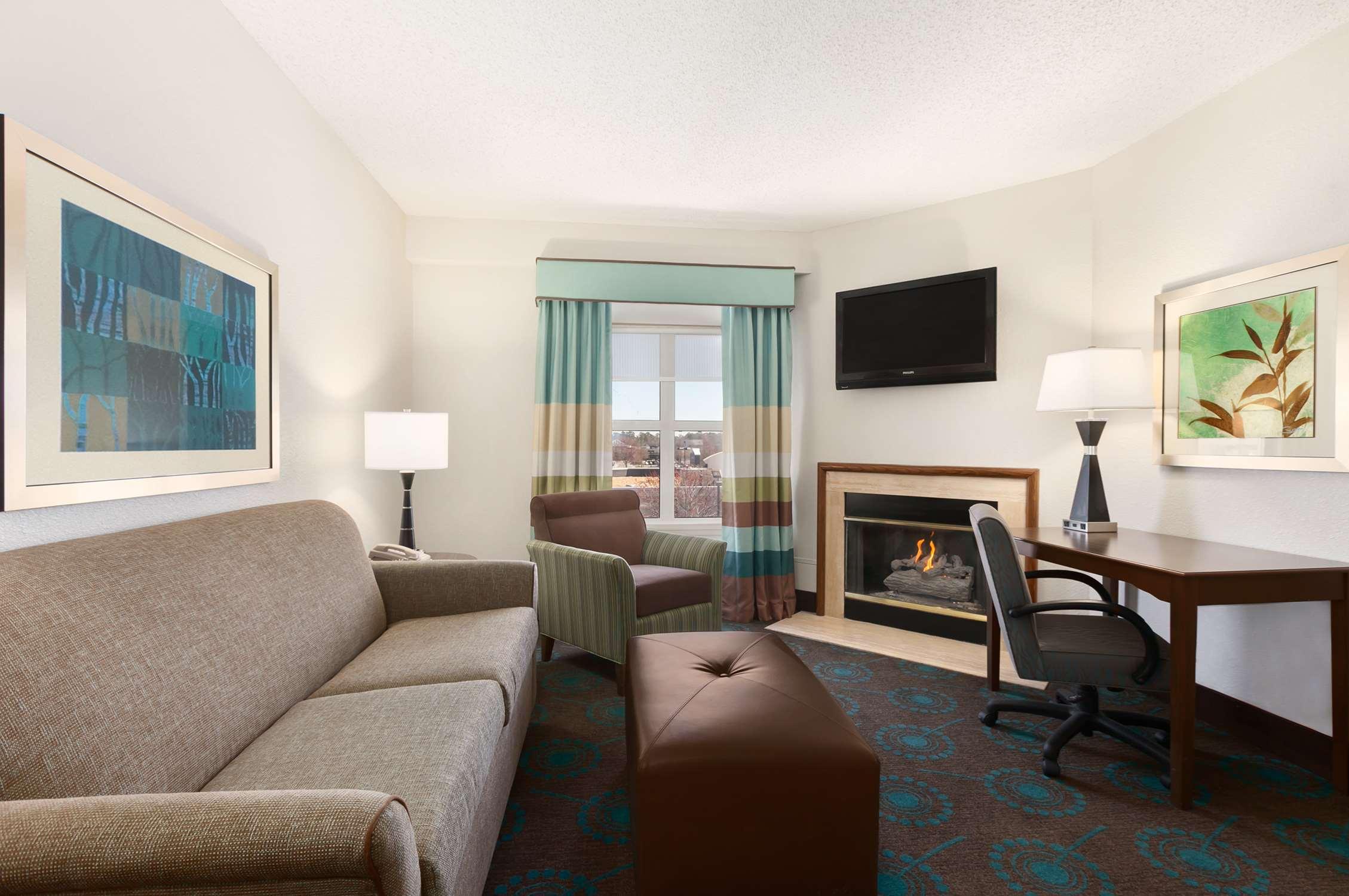 Hampton Inn & Suites Newport News (Oyster Point) image 13