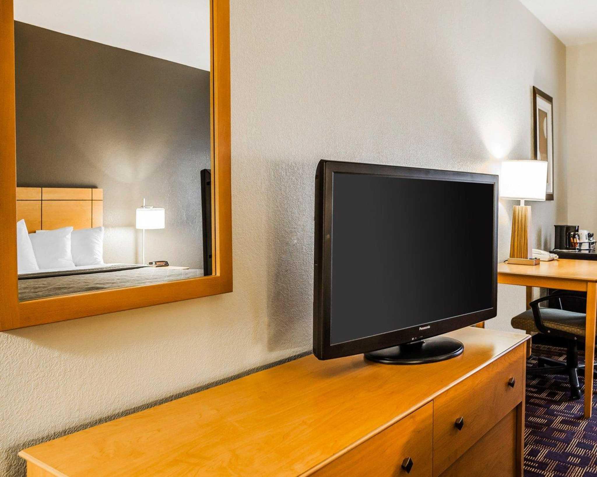 Quality Inn & Suites Des Moines Airport image 6