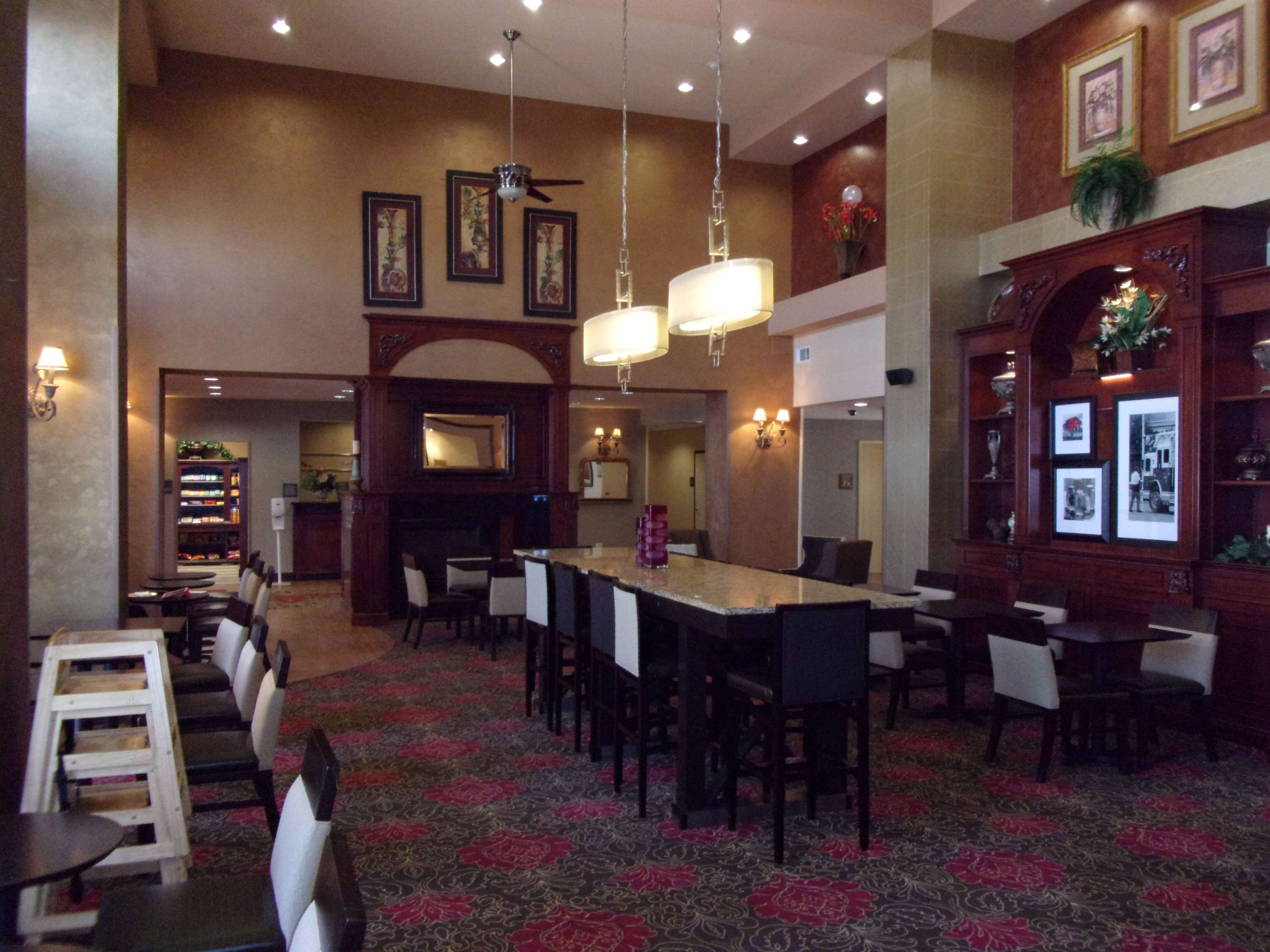 Hampton Inn & Suites Bolingbrook image 0