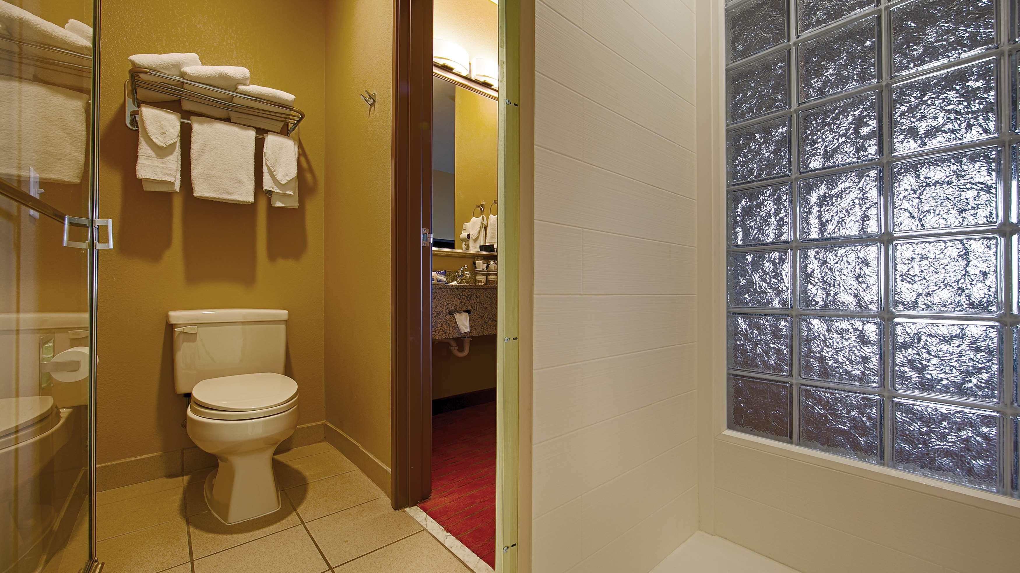 Best Western Plus Woodland Hills Hotel & Suites image 25