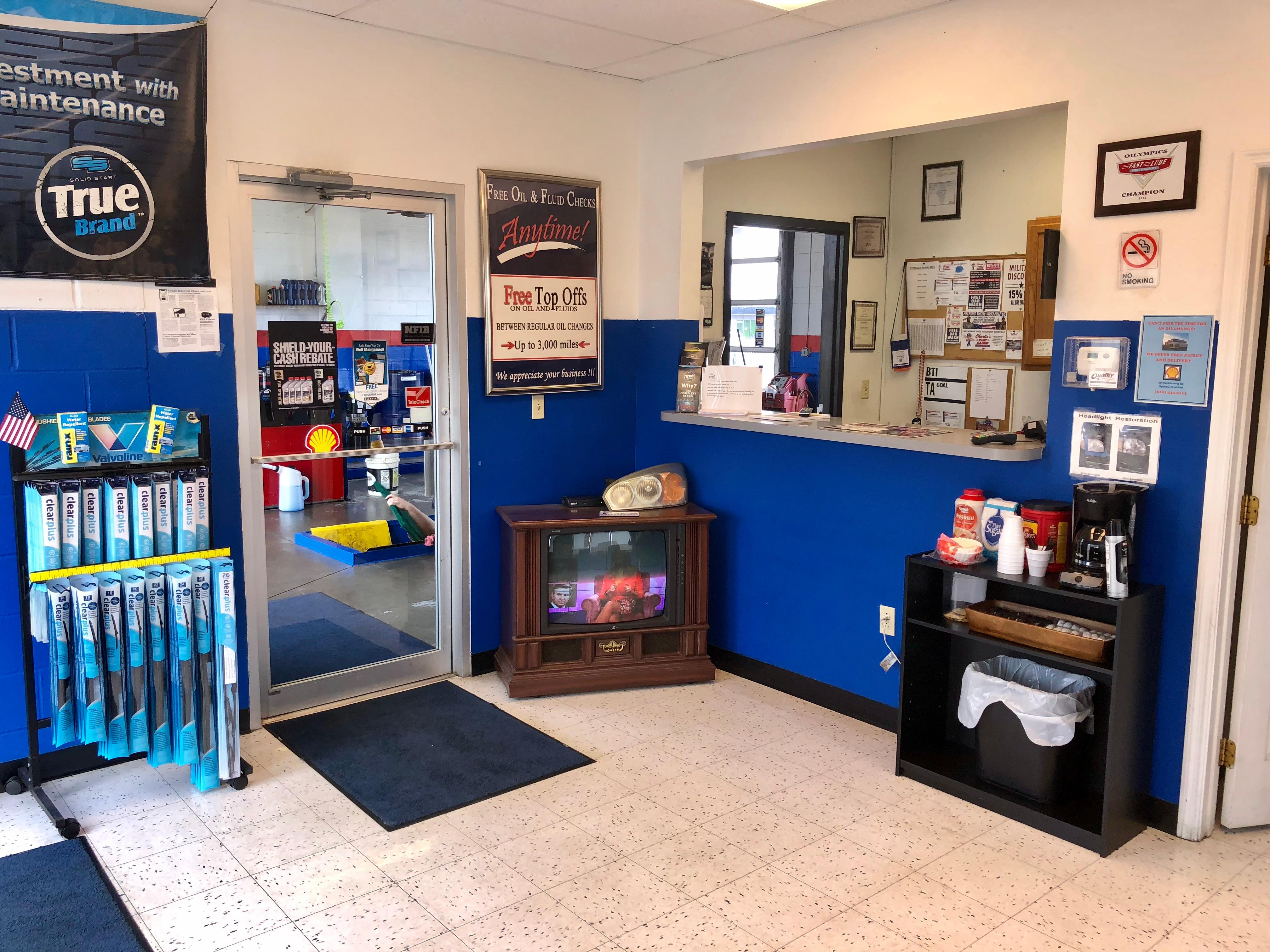 Charlie's Fast Lube Oil Change - Sparta, IL image 4