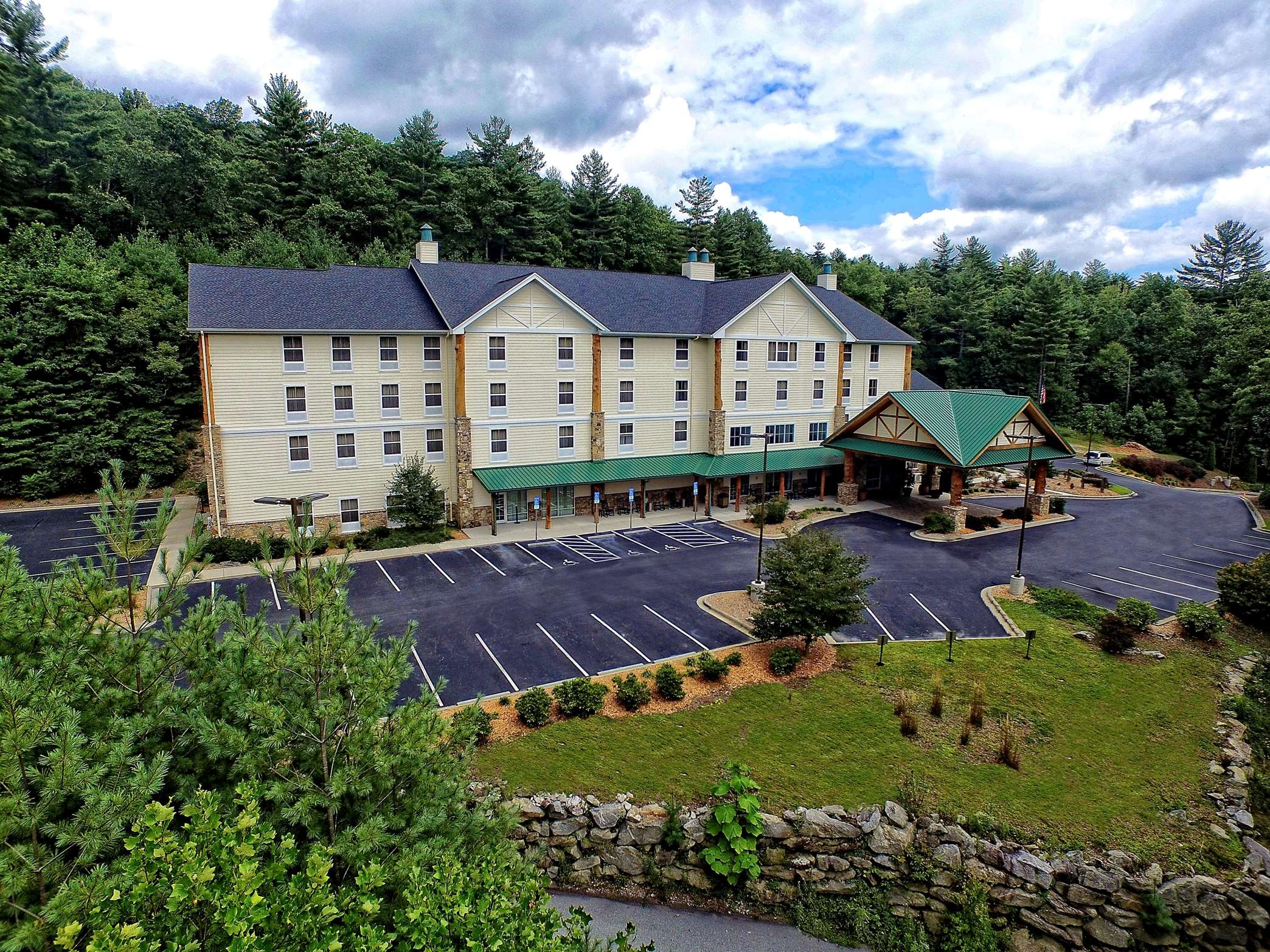 Hampton Inn & Suites Cashiers-Sapphire Valley image 12