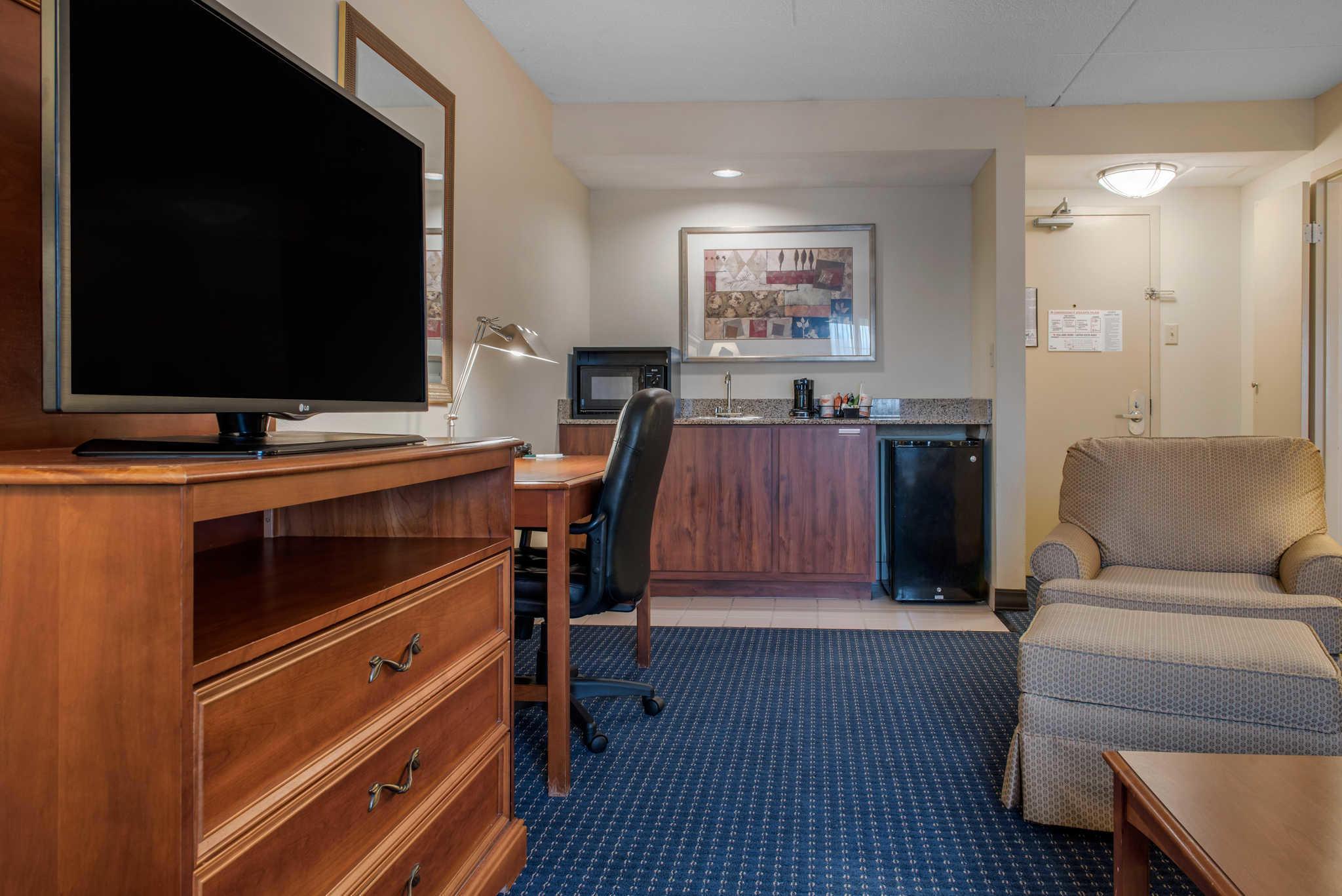 Quality Hotel - Cincinnati Blue Ash image 23