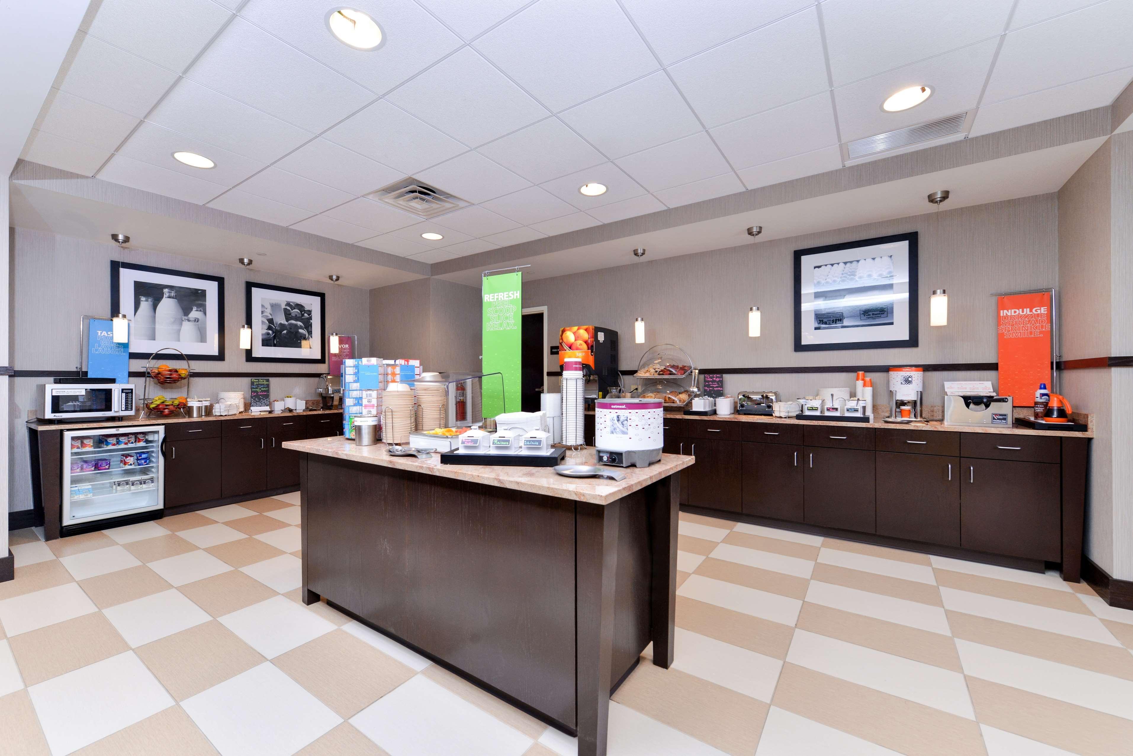 Hampton Inn & Suites California University-Pittsburgh image 7