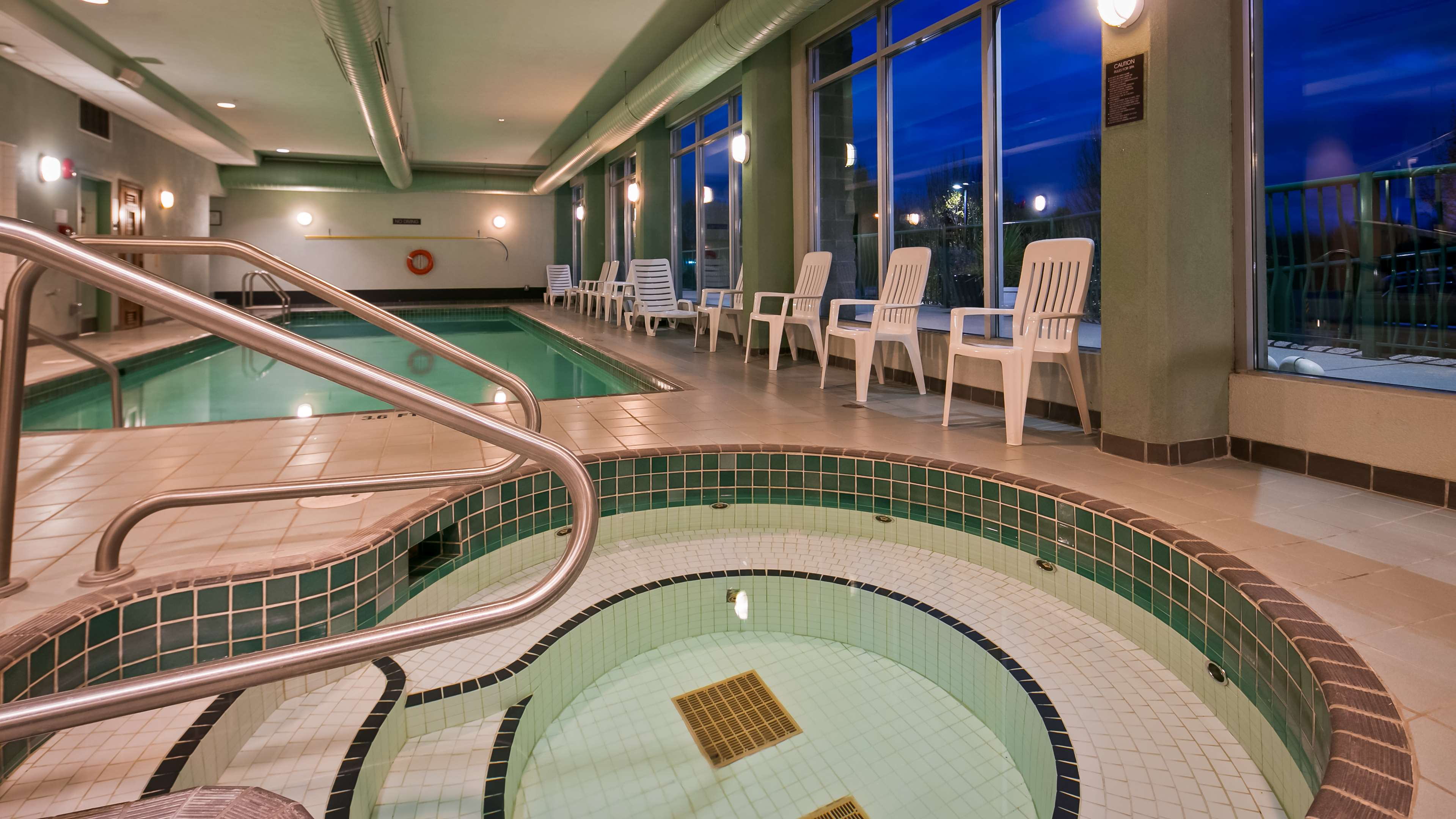 Best Western Plus Mission City Lodge in Mission: Hot Tub