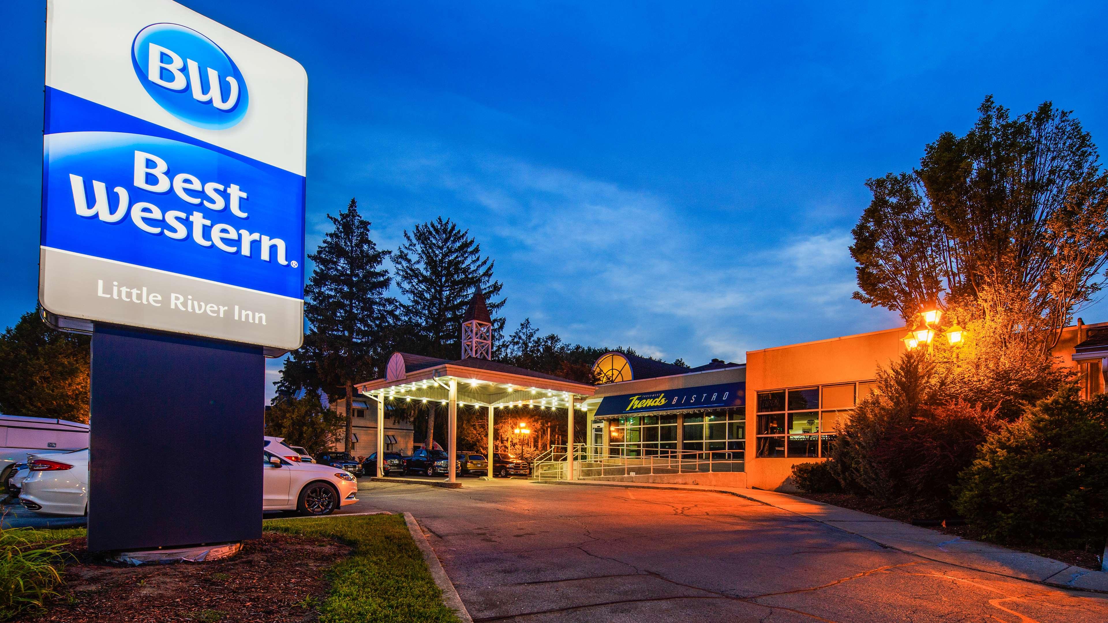 Best Western Little River Inn à Simcoe: Hotel Exterior Night