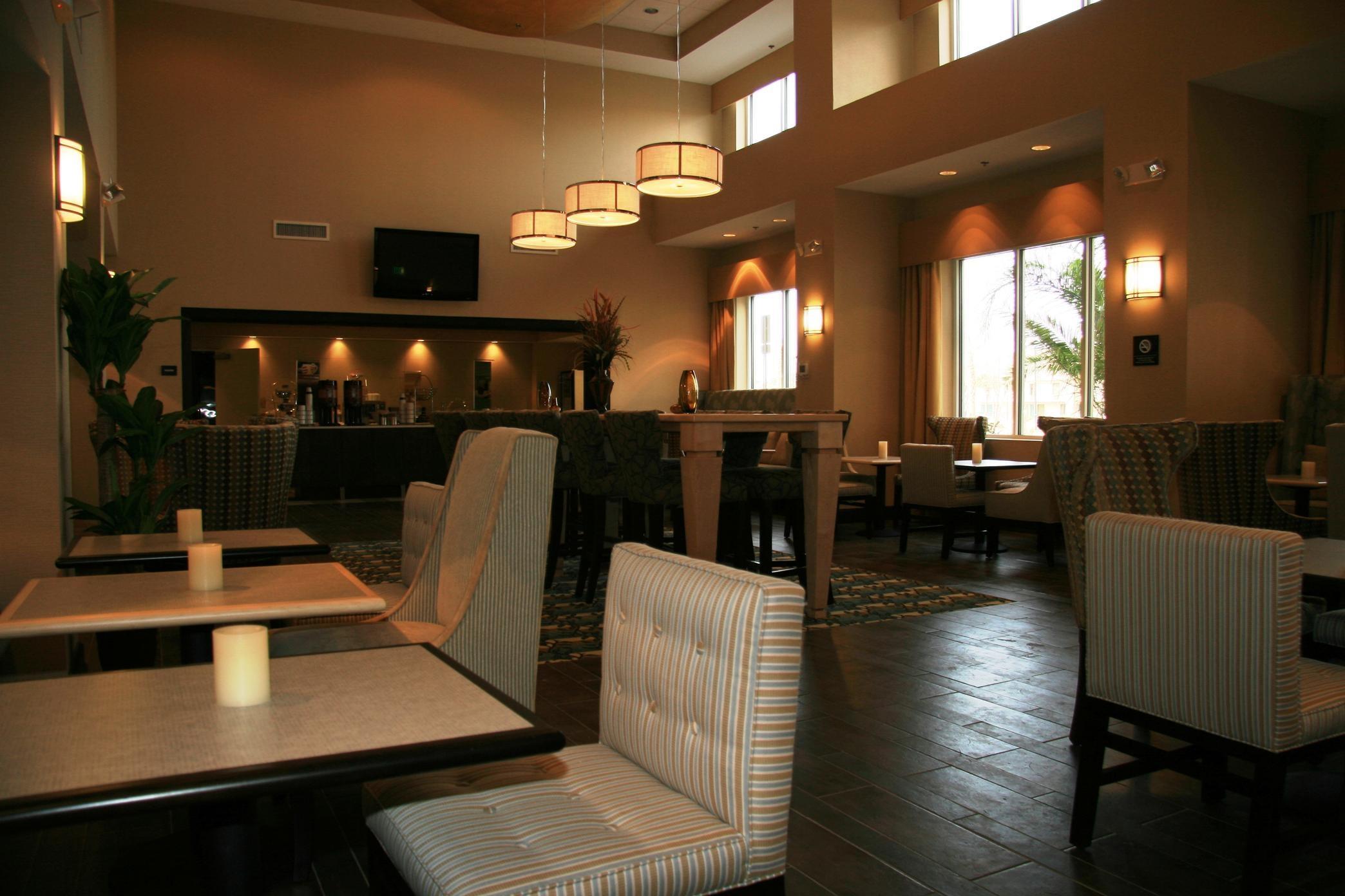Hampton Inn & Suites Brunswick image 1