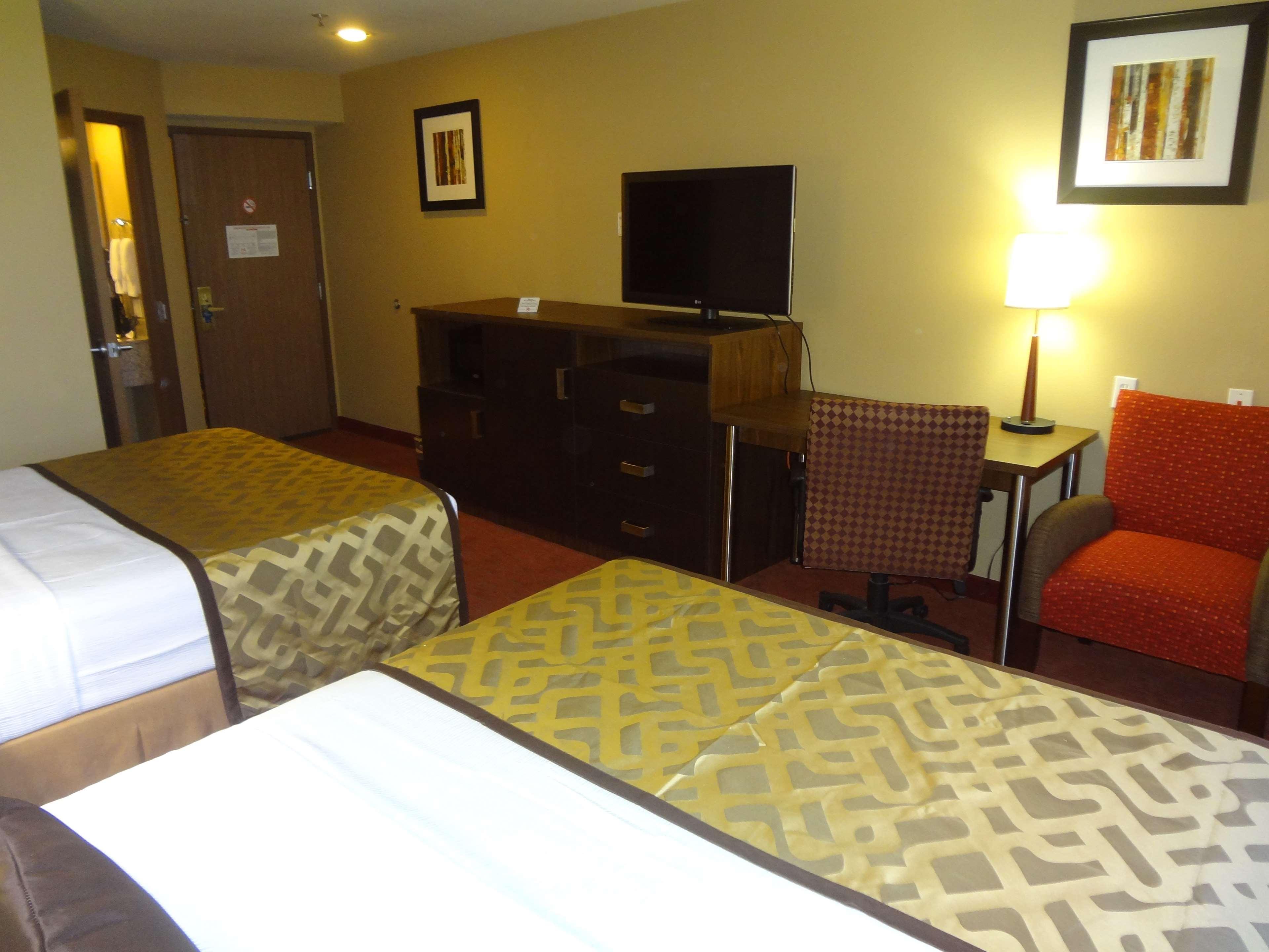 Best Western Plus Woodland Hills Hotel & Suites image 41