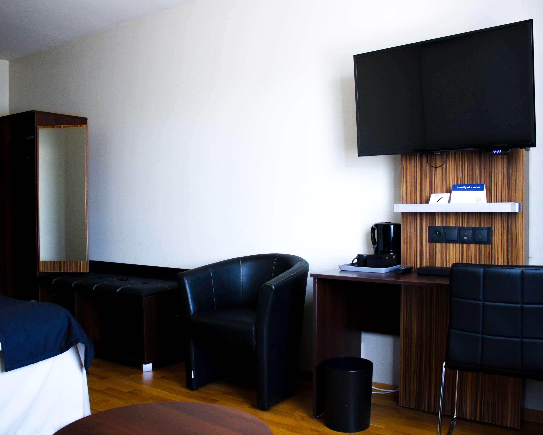Single Room Hallway/Desk