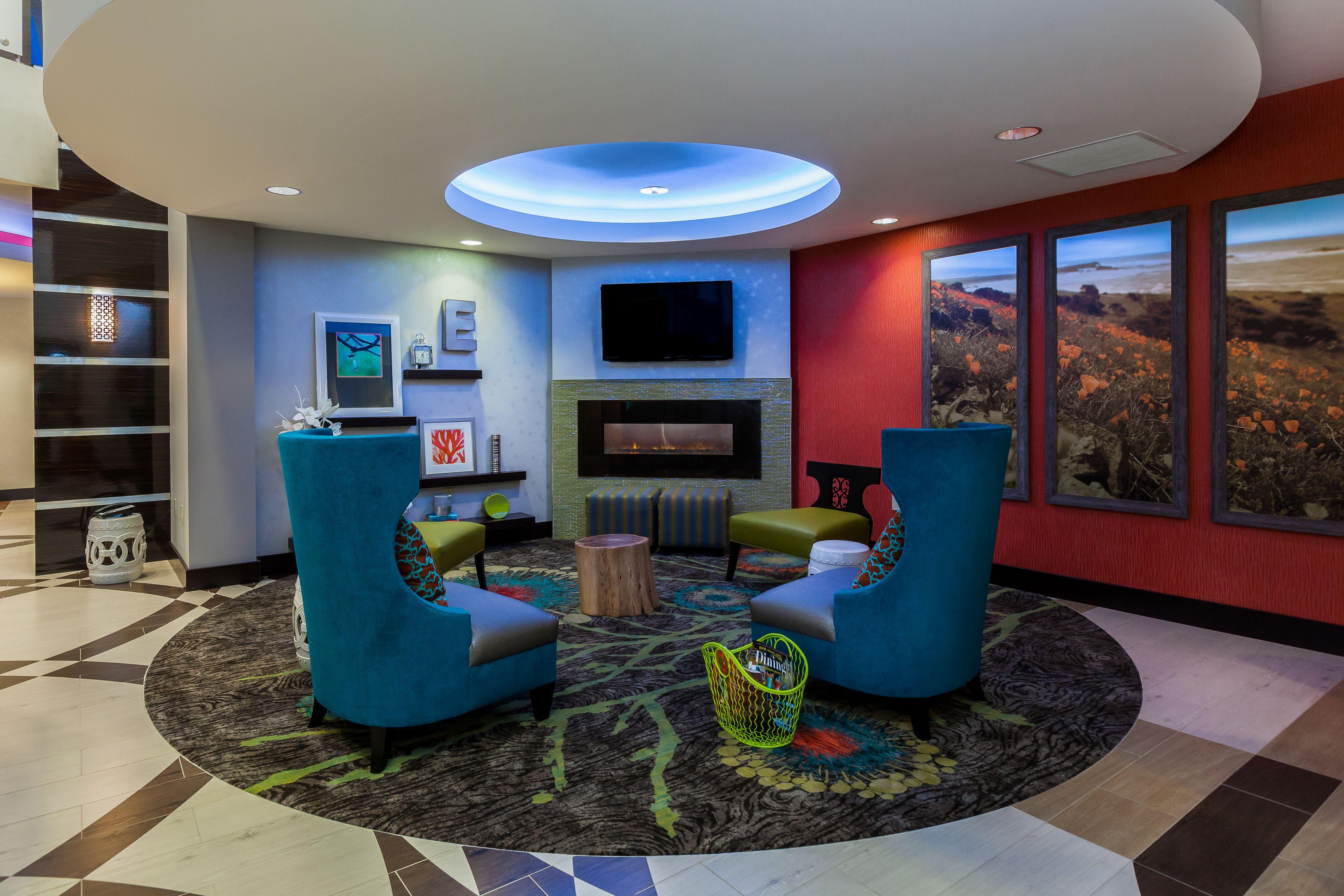 Holiday Inn Express & Suites Eureka image 7
