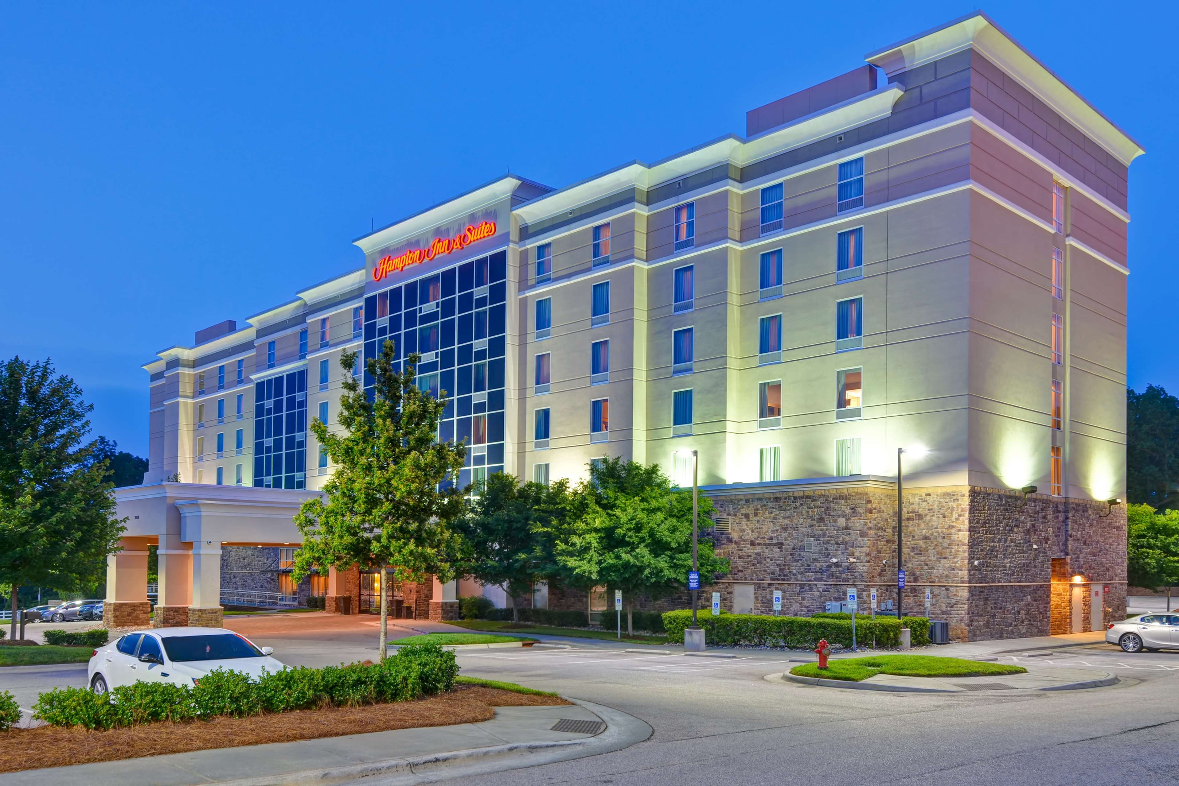 Hampton Inn & Suites Raleigh/Crabtree Valley image 3