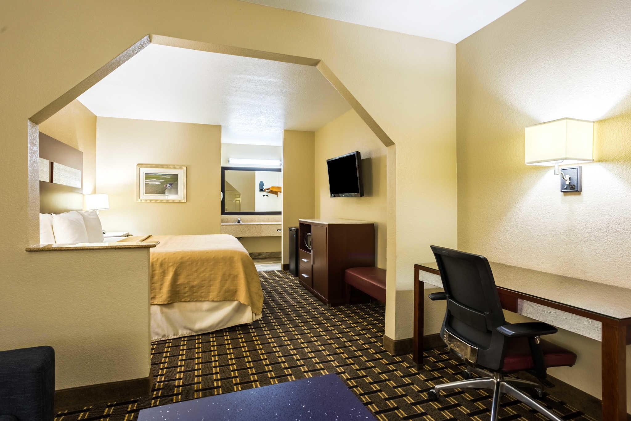 Quality Inn & Suites image 18