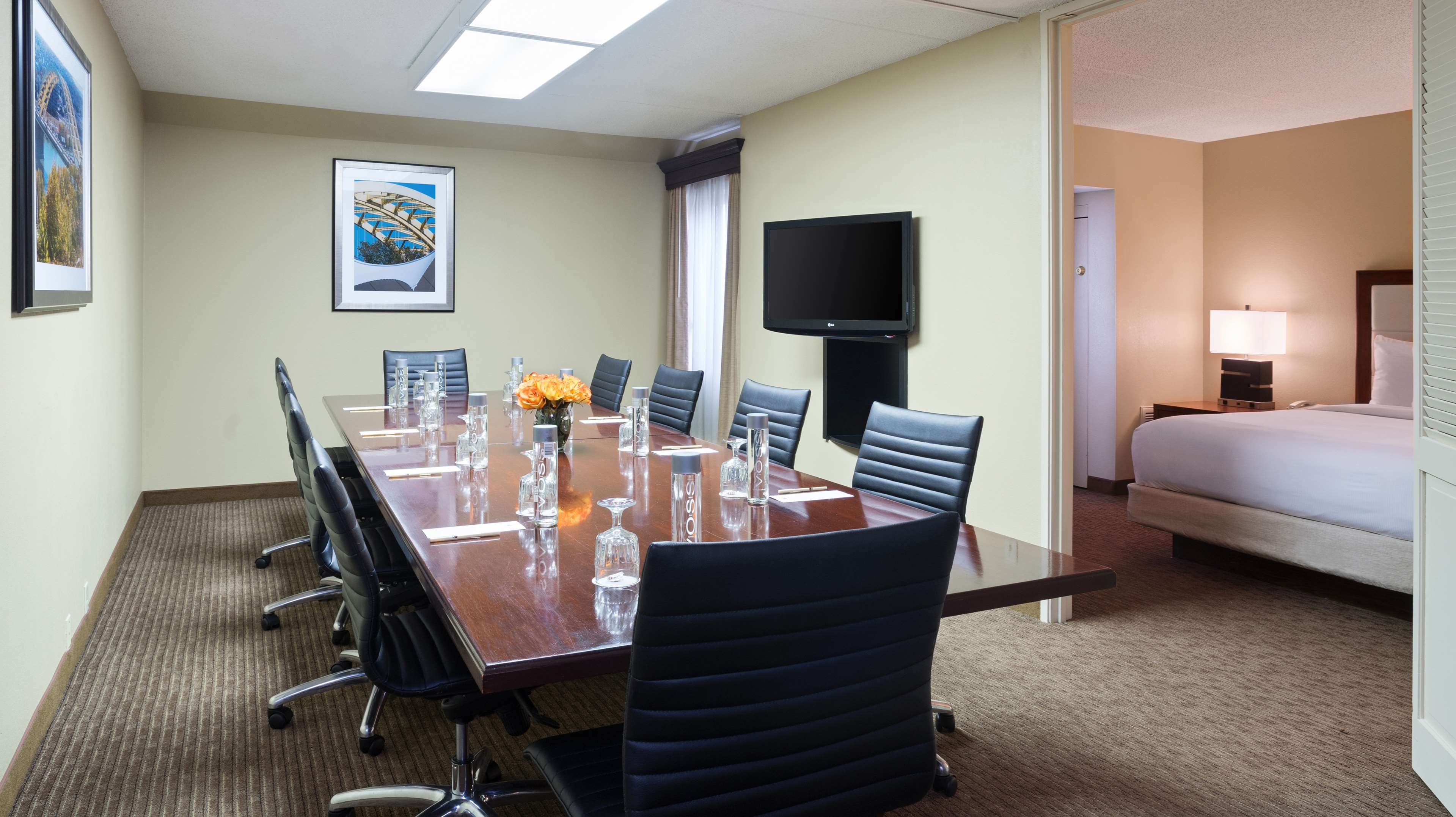 DoubleTree Suites by Hilton Hotel Cincinnati - Blue Ash image 27