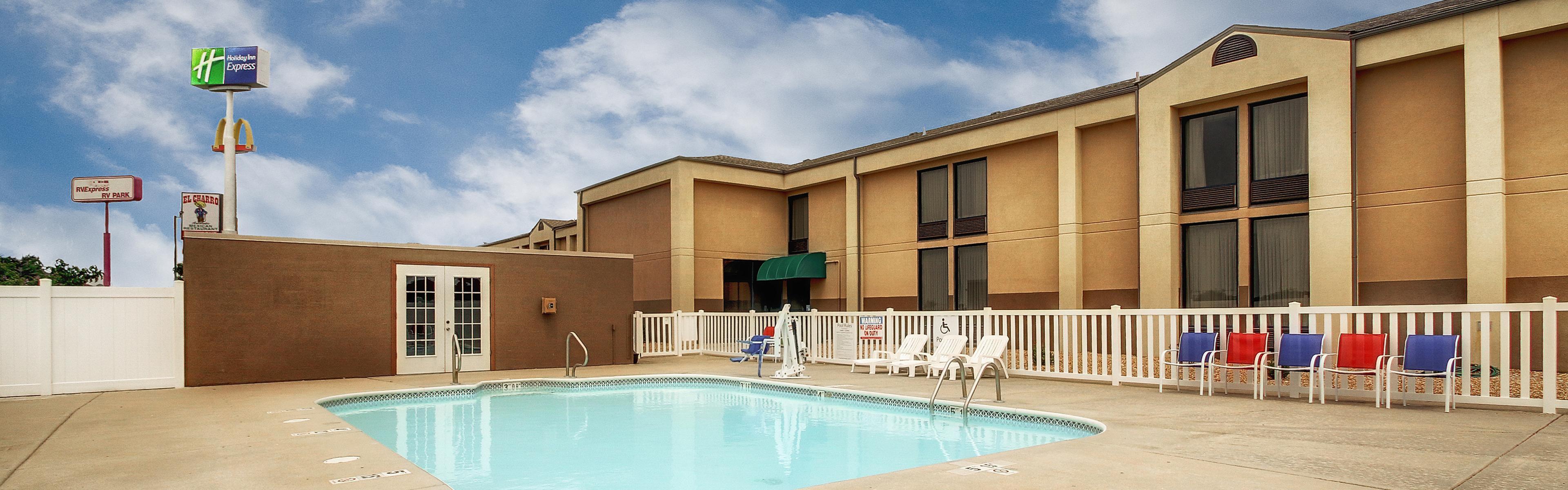 Holiday Inn Express Marshfield (Springfield Area) image 1