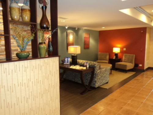 Holiday Inn Express & Suites Chicago-Algonquin image 1