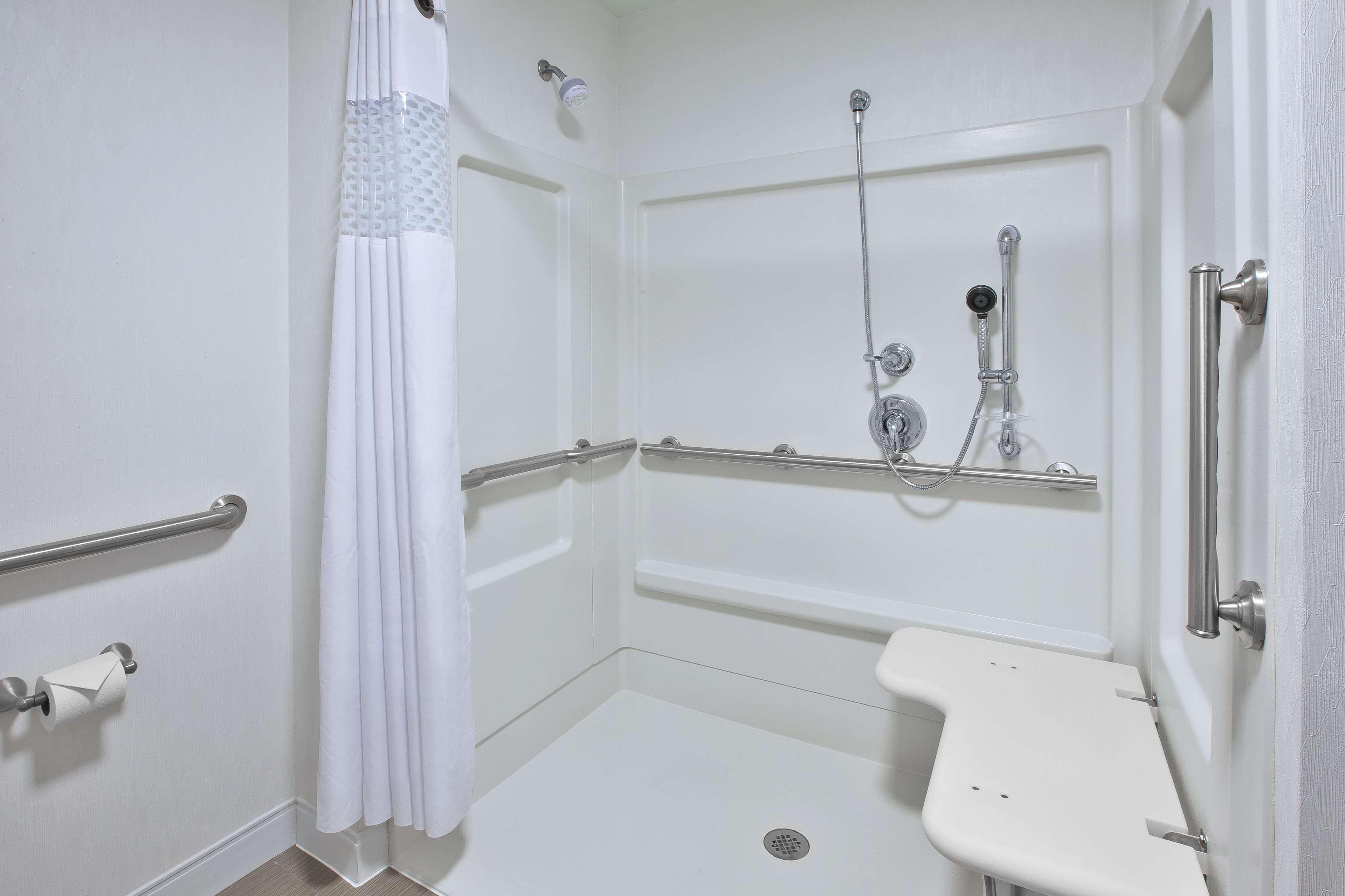 Hampton Inn & Suites Alliance image 9
