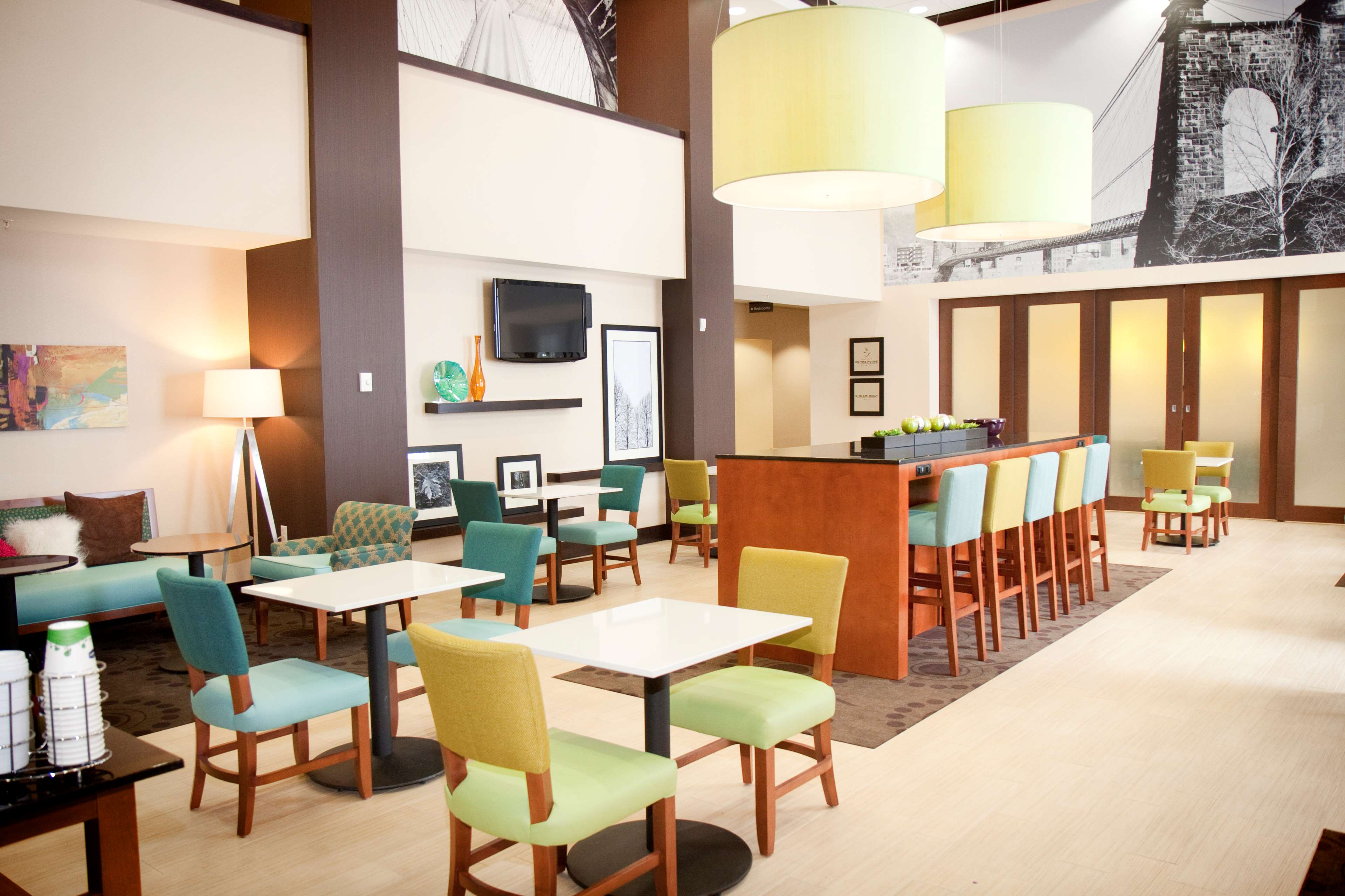 Hampton Inn & Suites Wheeling-The Highlands image 3