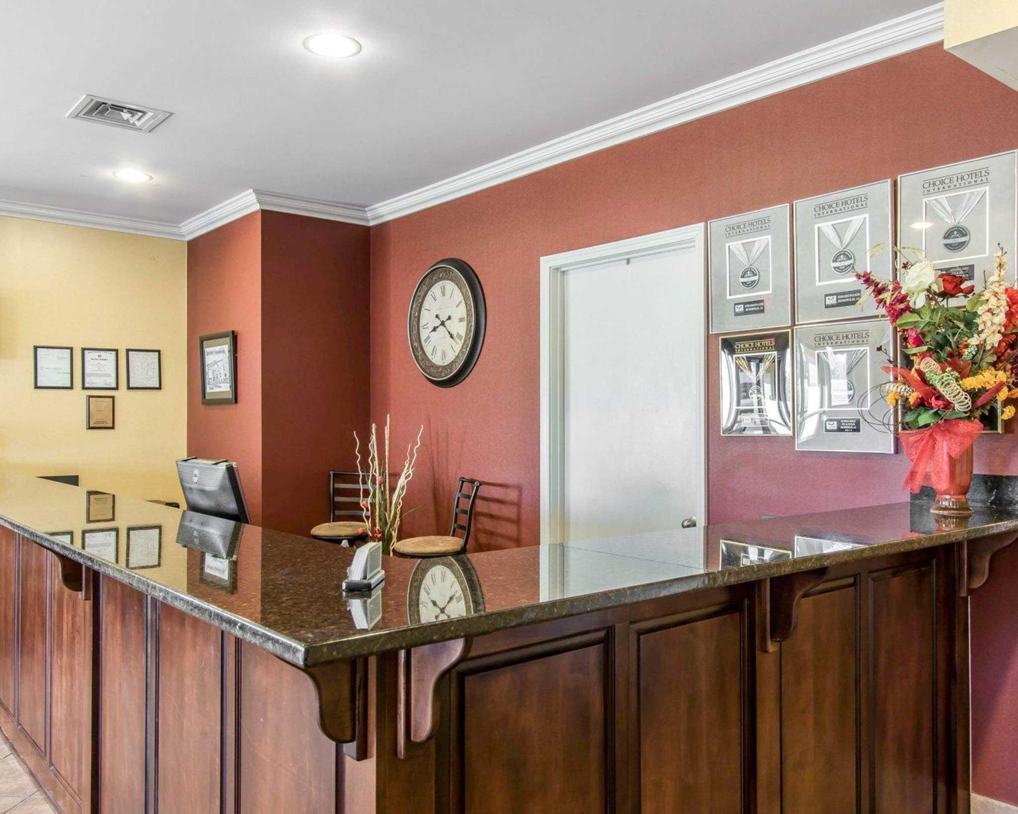 Econo Lodge Inn & Suites image 14