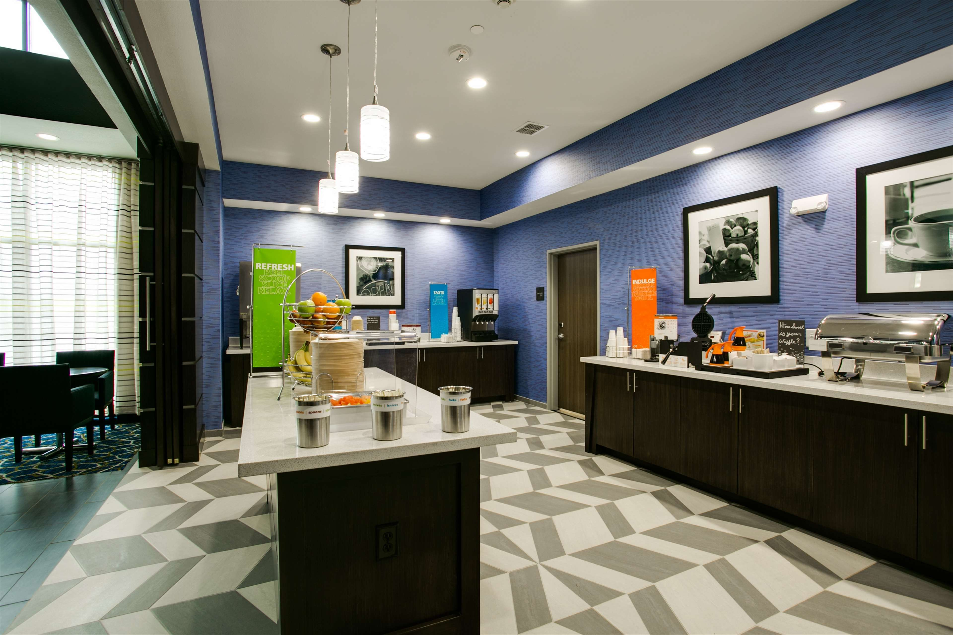 Hampton Inn & Suites Dallas/Ft. Worth Airport South image 10