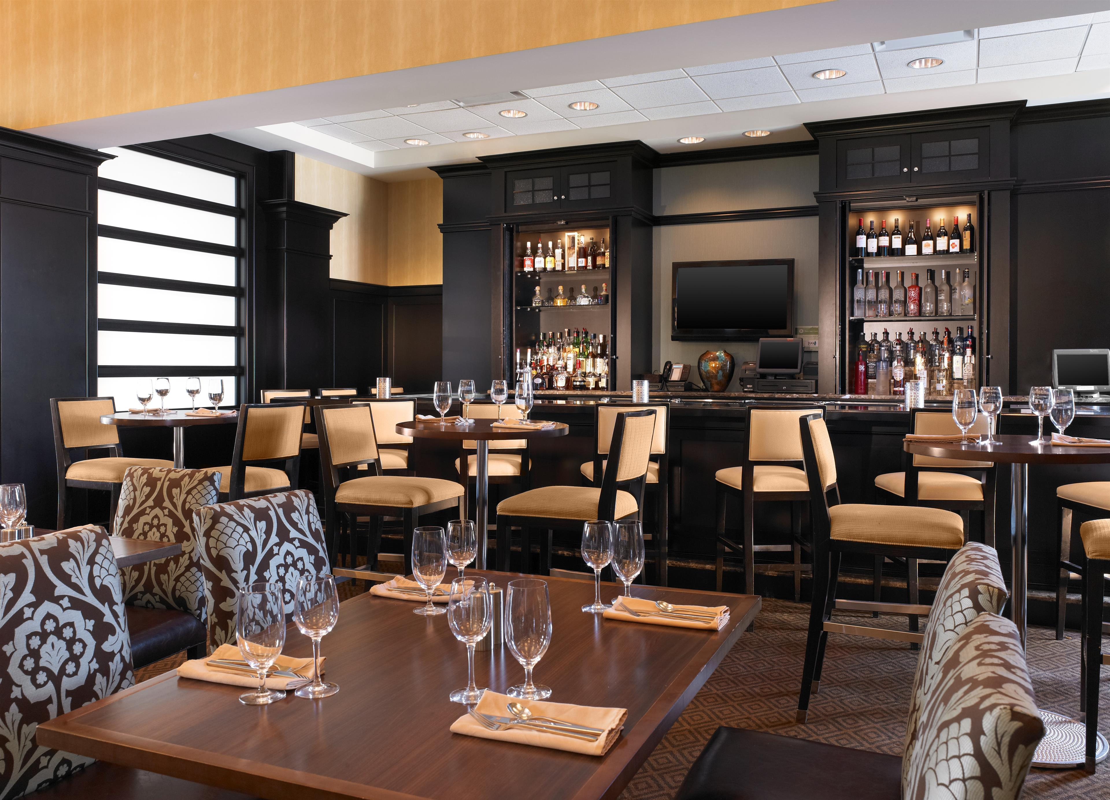 sheraton chicago northbrook hotel in northbrook il. Black Bedroom Furniture Sets. Home Design Ideas