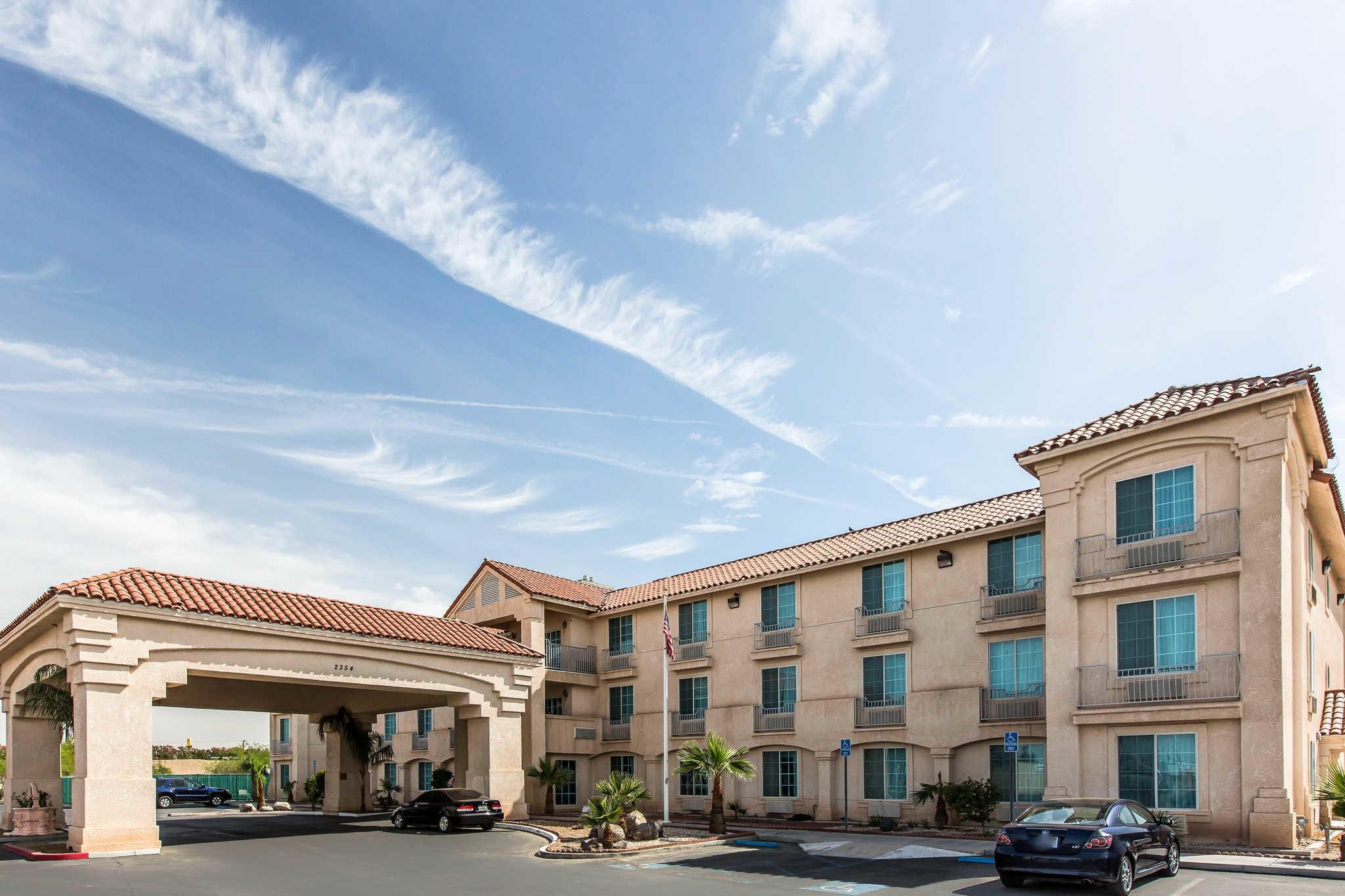 Comfort Inn & Suites El Centro I-8 image 1