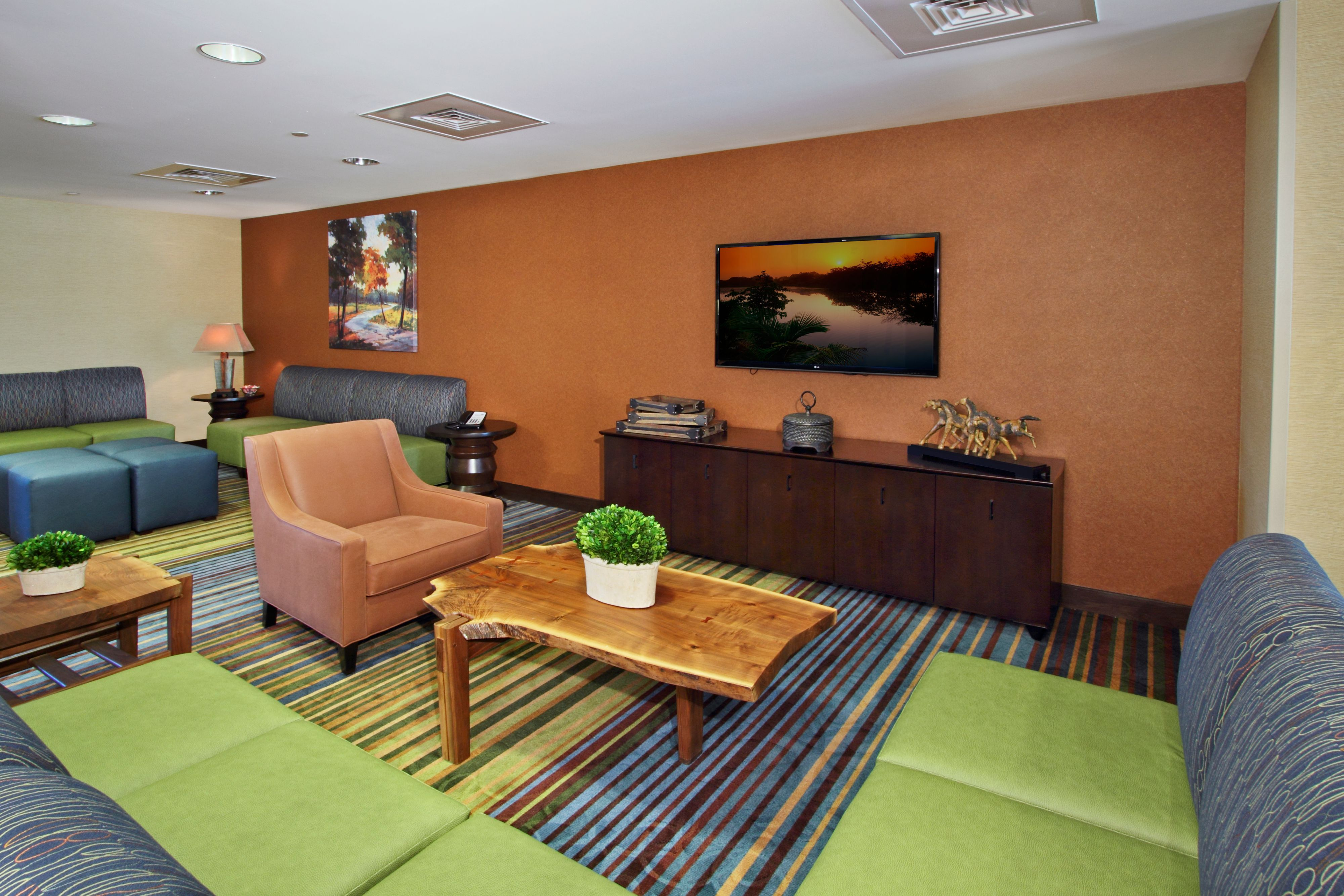 Holiday Inn Express & Suites Colorado Springs-First & Main image 4