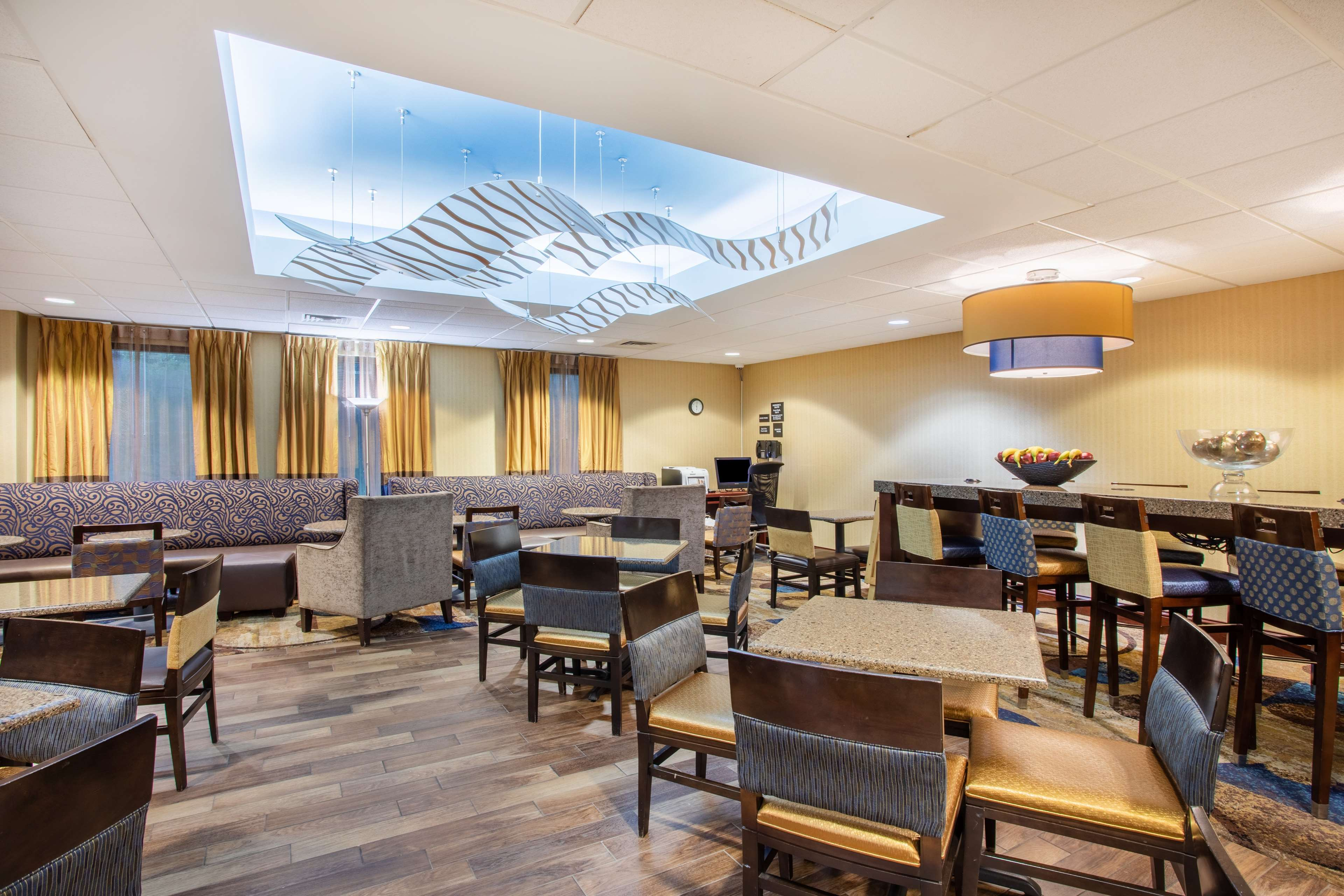 Hampton Inn Fishkill image 4