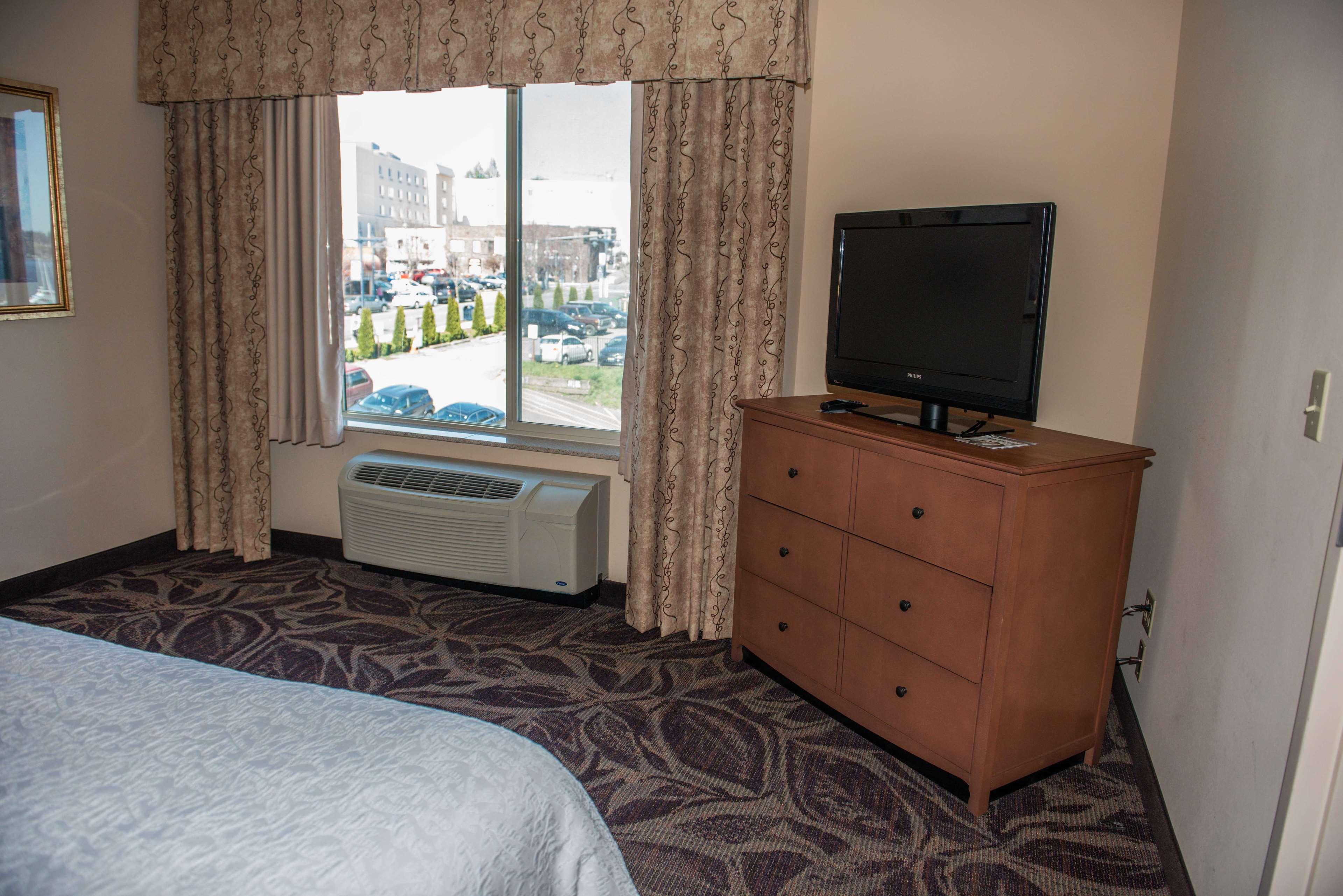 Hampton Inn & Suites Bremerton image 31
