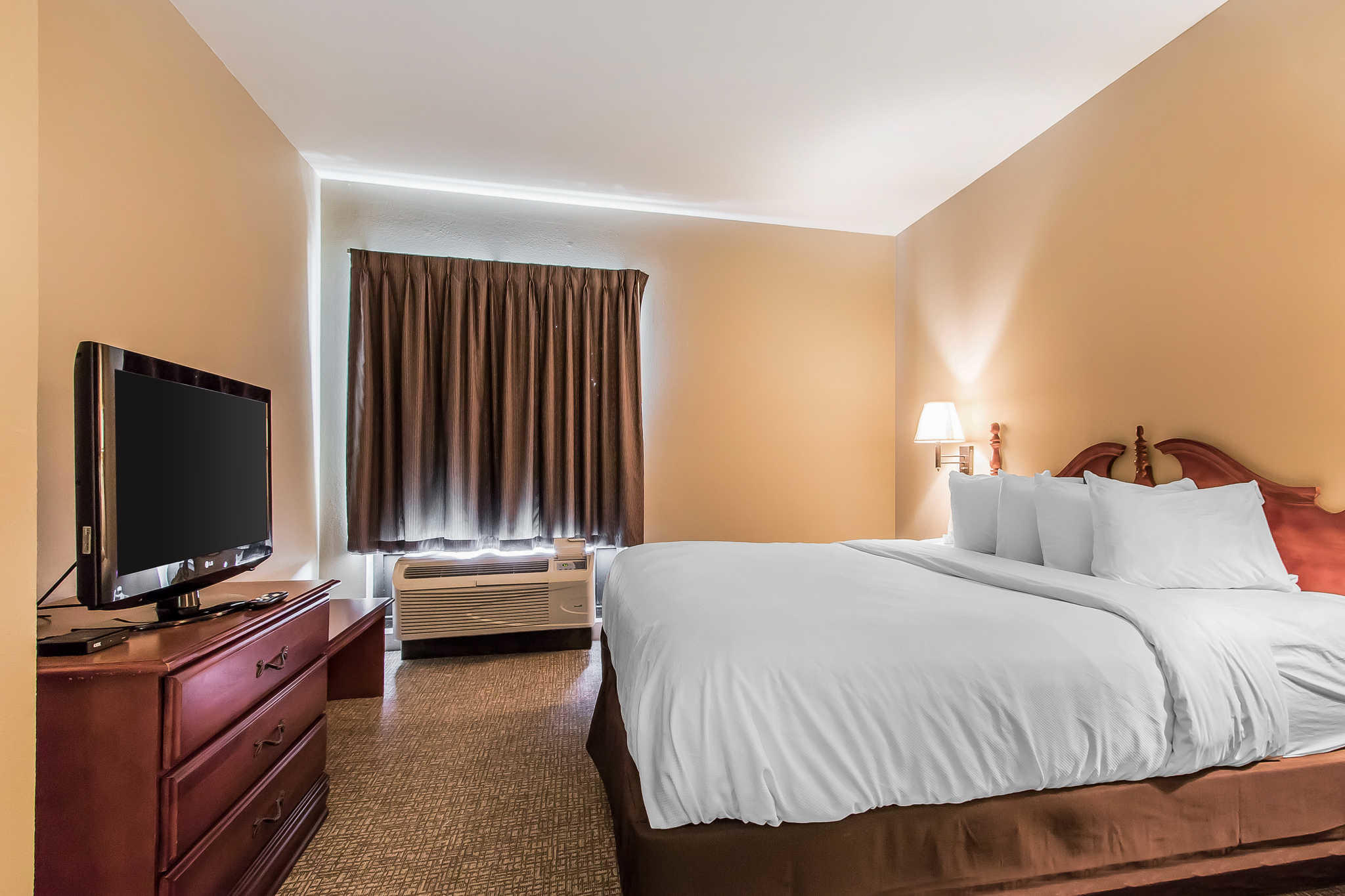 Quality Suites image 21