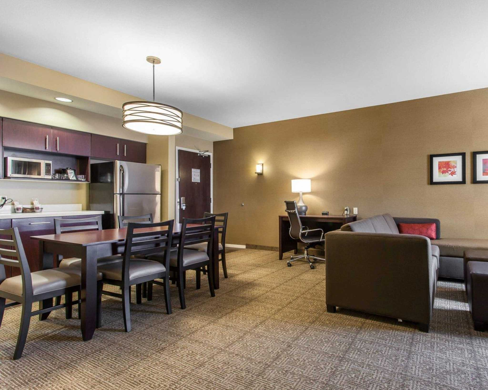 Comfort Suites Youngstown North image 24