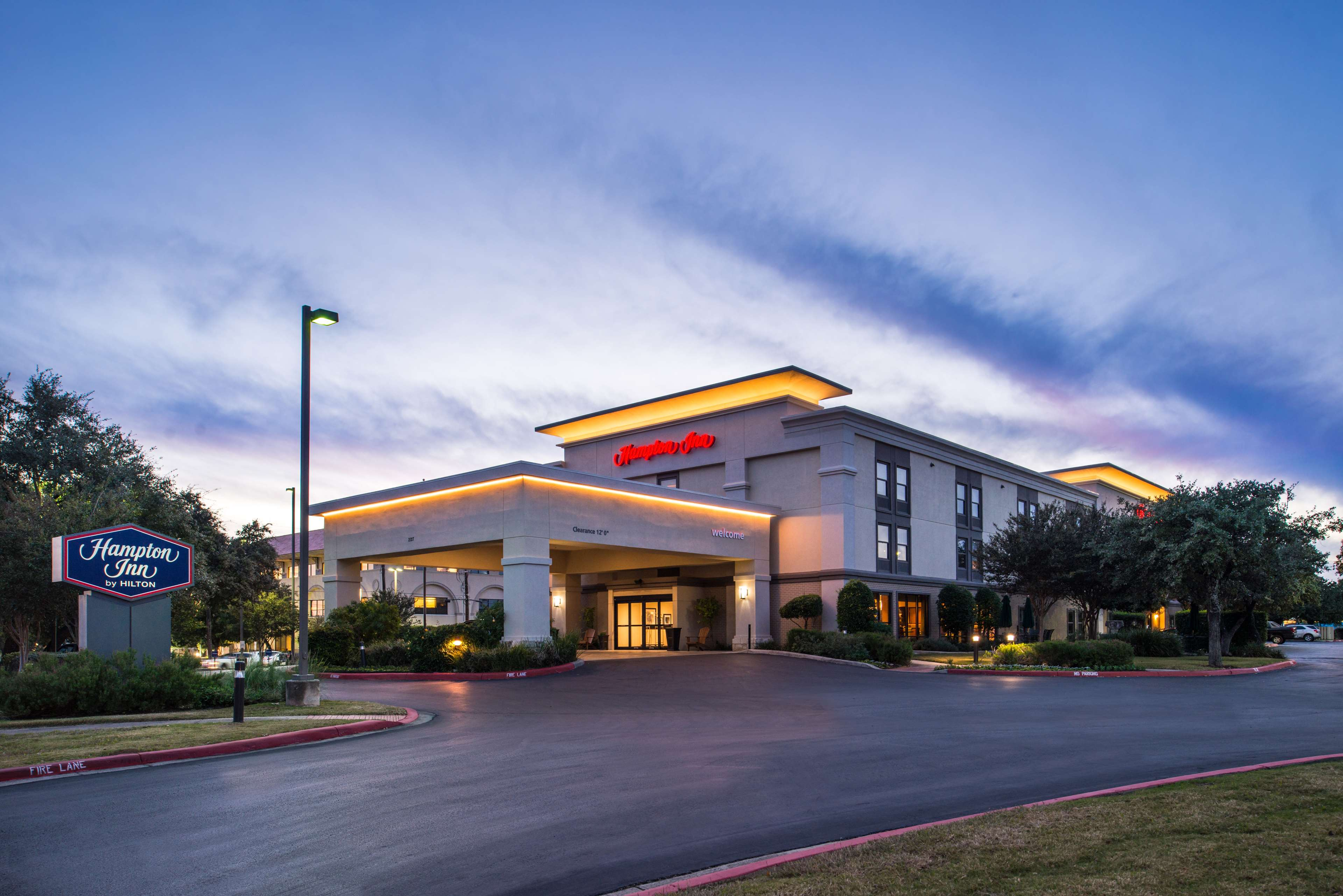 Hampton Inn San Antonio-Northwoods image 0