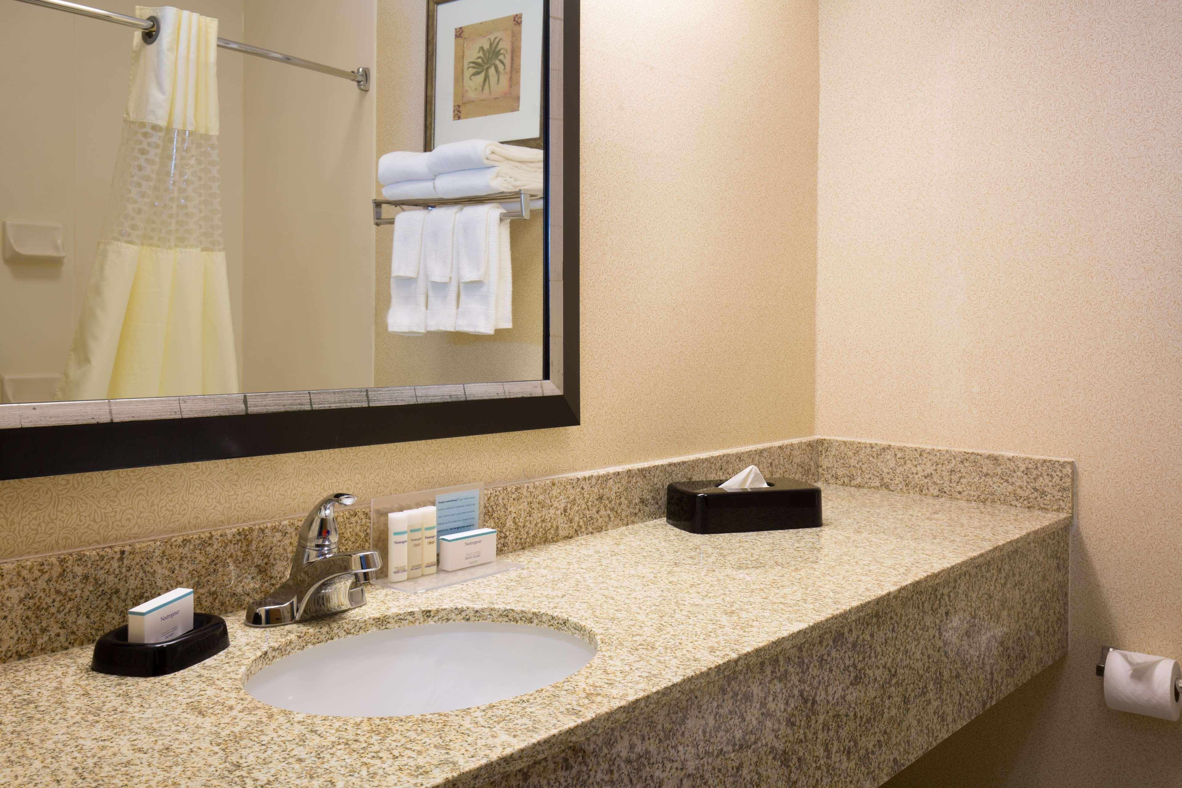 Hampton Inn & Suites Ft. Wayne-North image 13