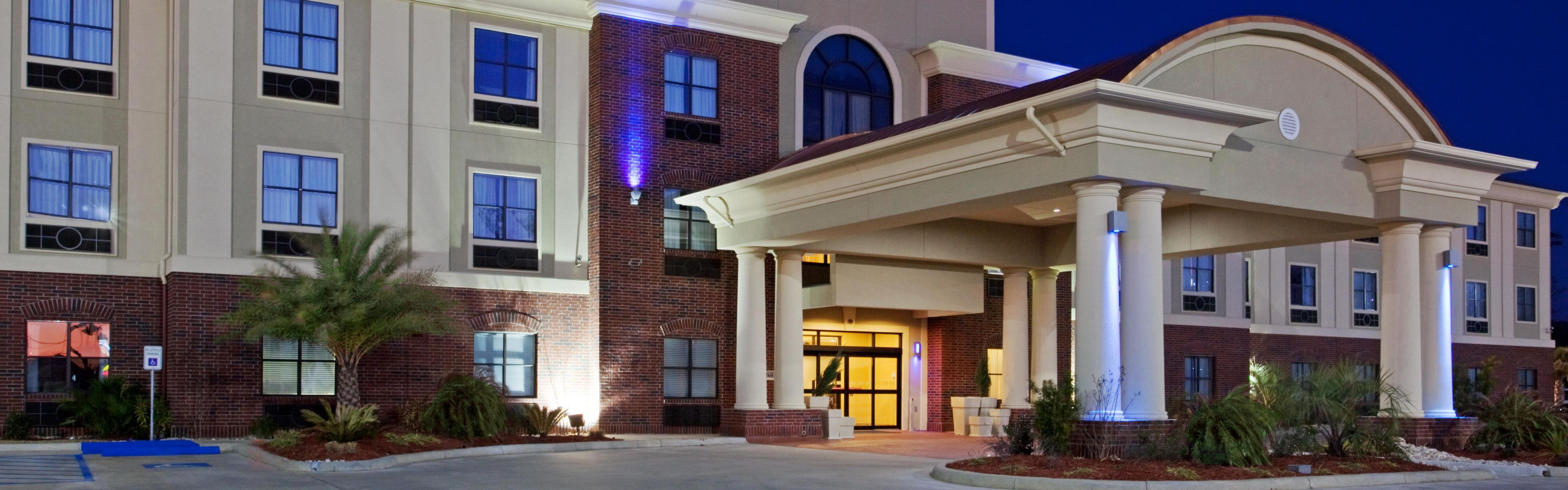 Holiday Inn Express & Suites Vidor South image 0