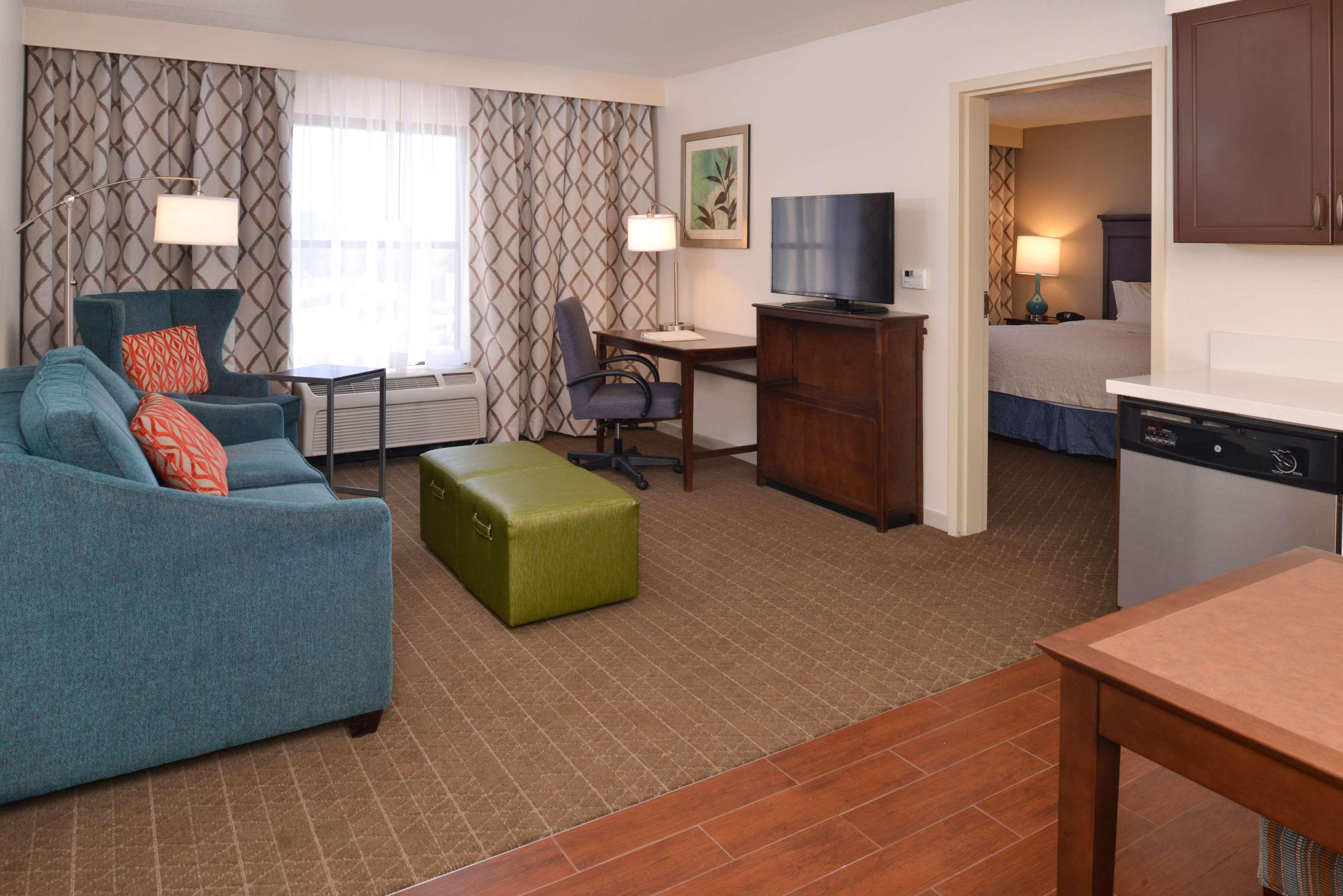 Hampton Inn & Suites Pueblo-Southgate image 41