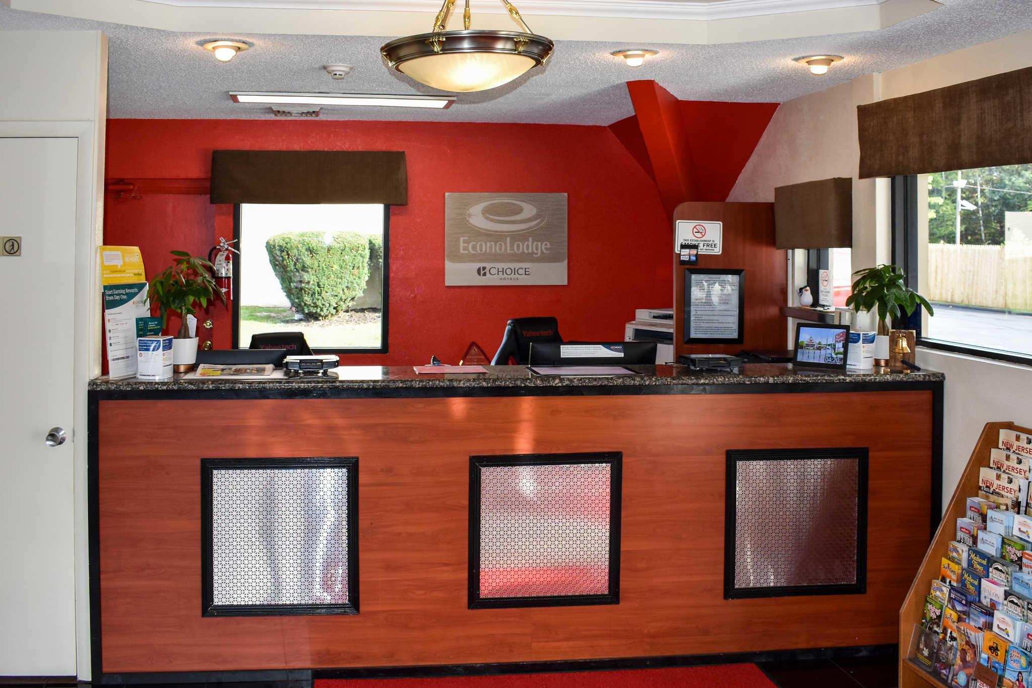Econo Lodge Inn & Suites - Closed image 10