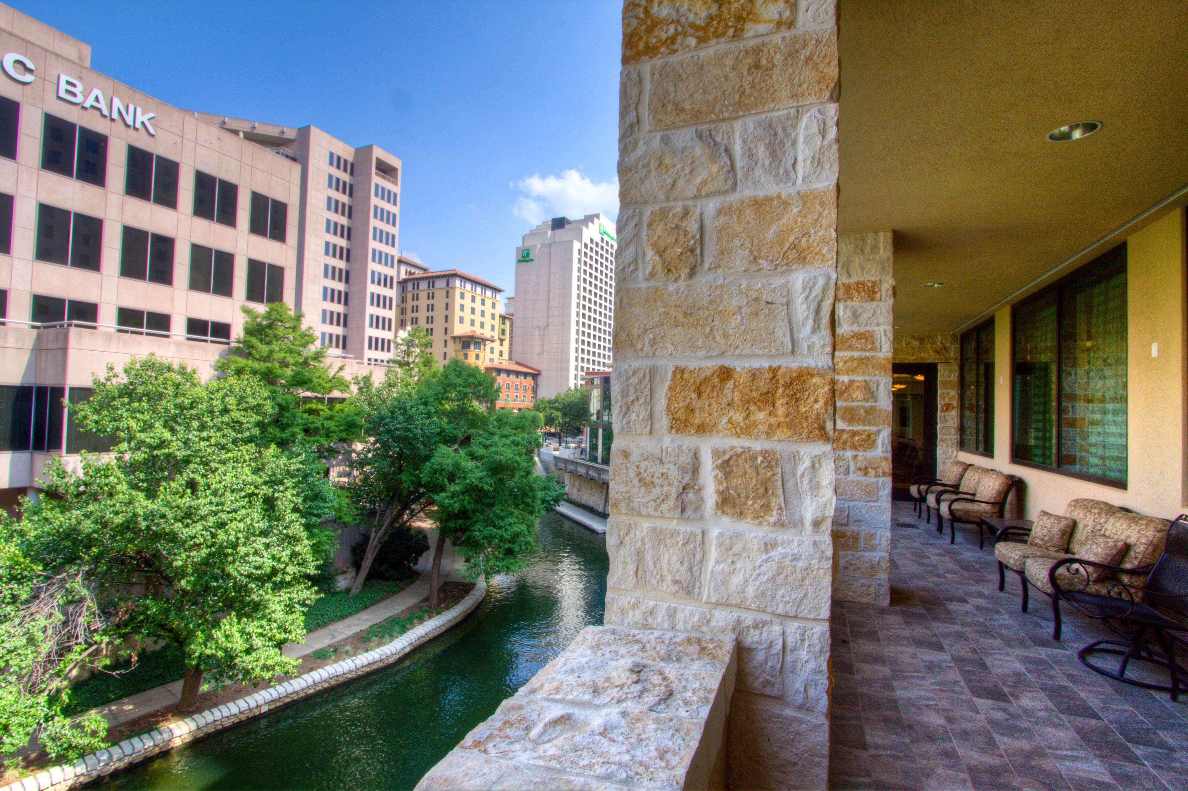 Embassy Suites by Hilton San Antonio Riverwalk Downtown